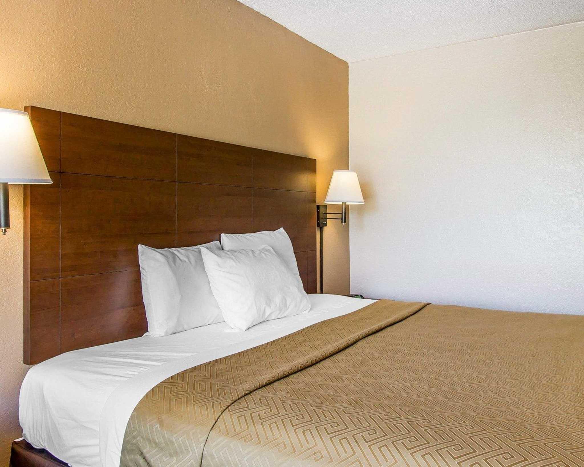 Econo Lodge  Inn & Suites Near Bricktown image 10