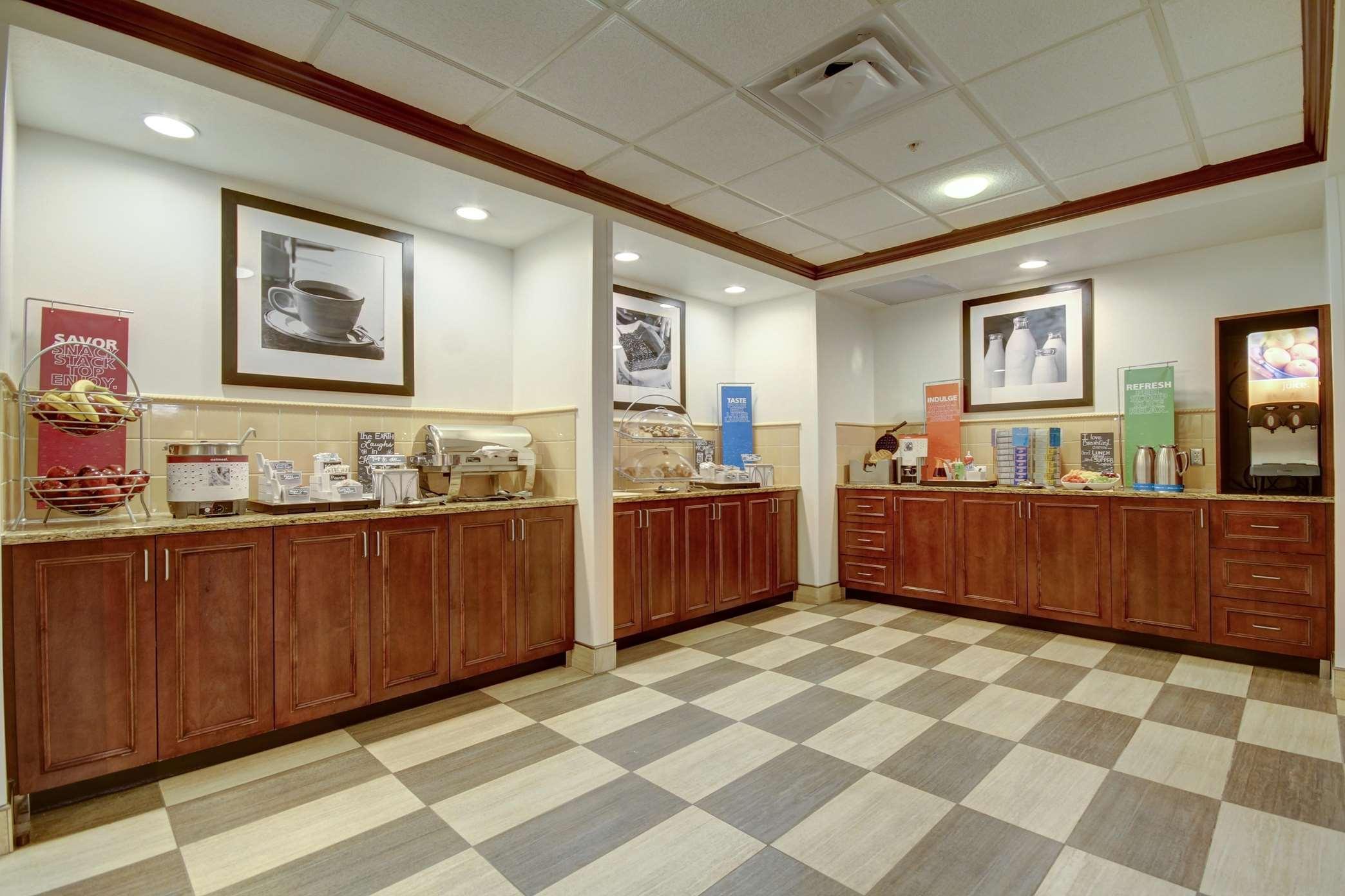 Hampton Inn & Suites Alexandria image 45