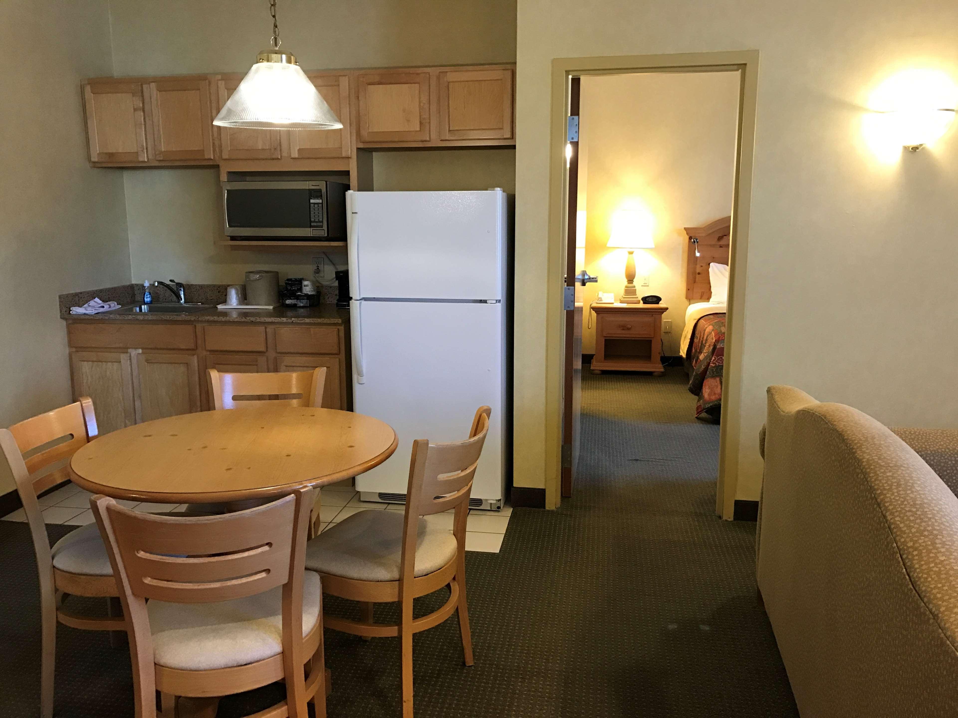 Best Western Plus Revere Inn & Suites image 22