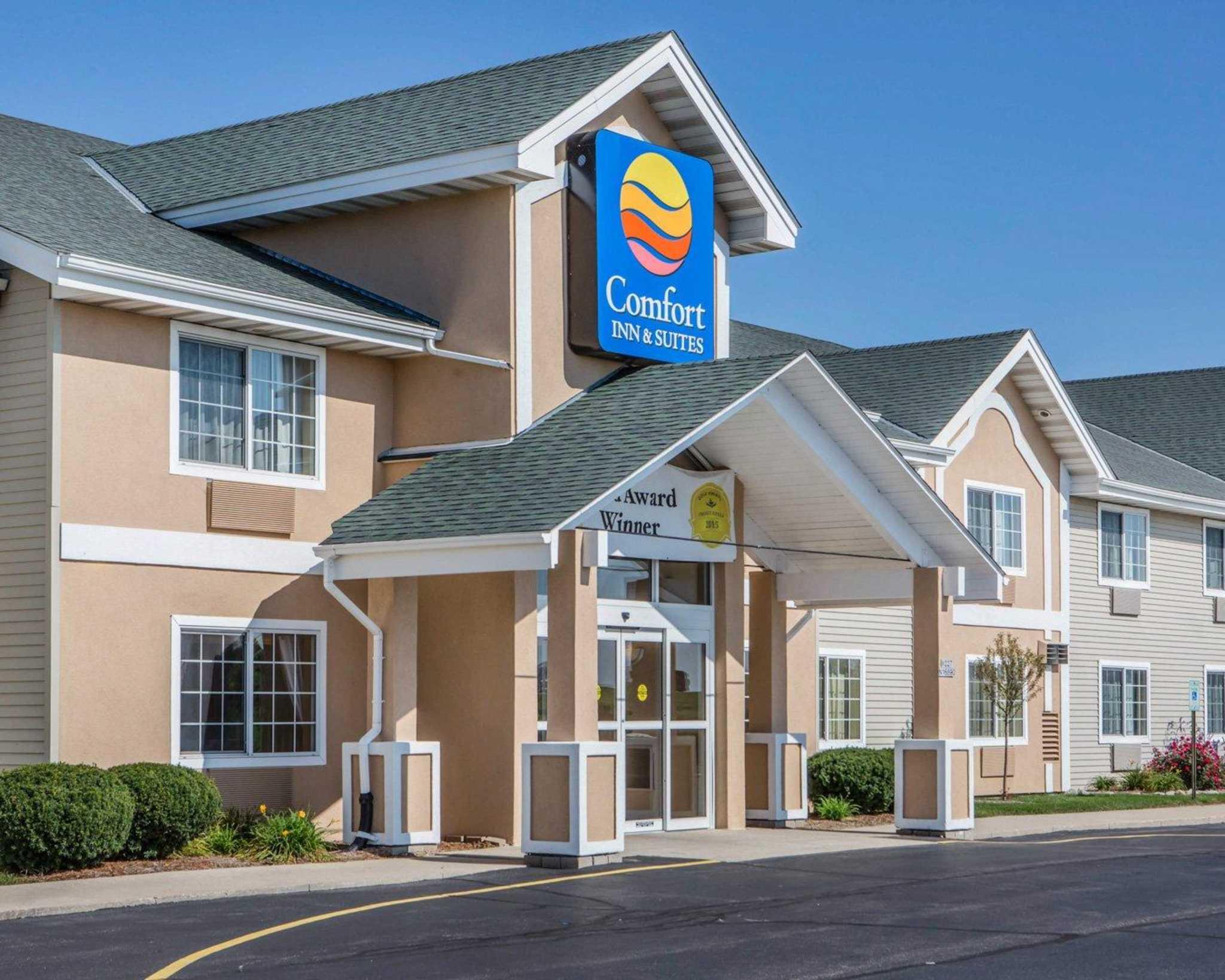 Comfort Inn & Suites Jackson - West Bend image 1