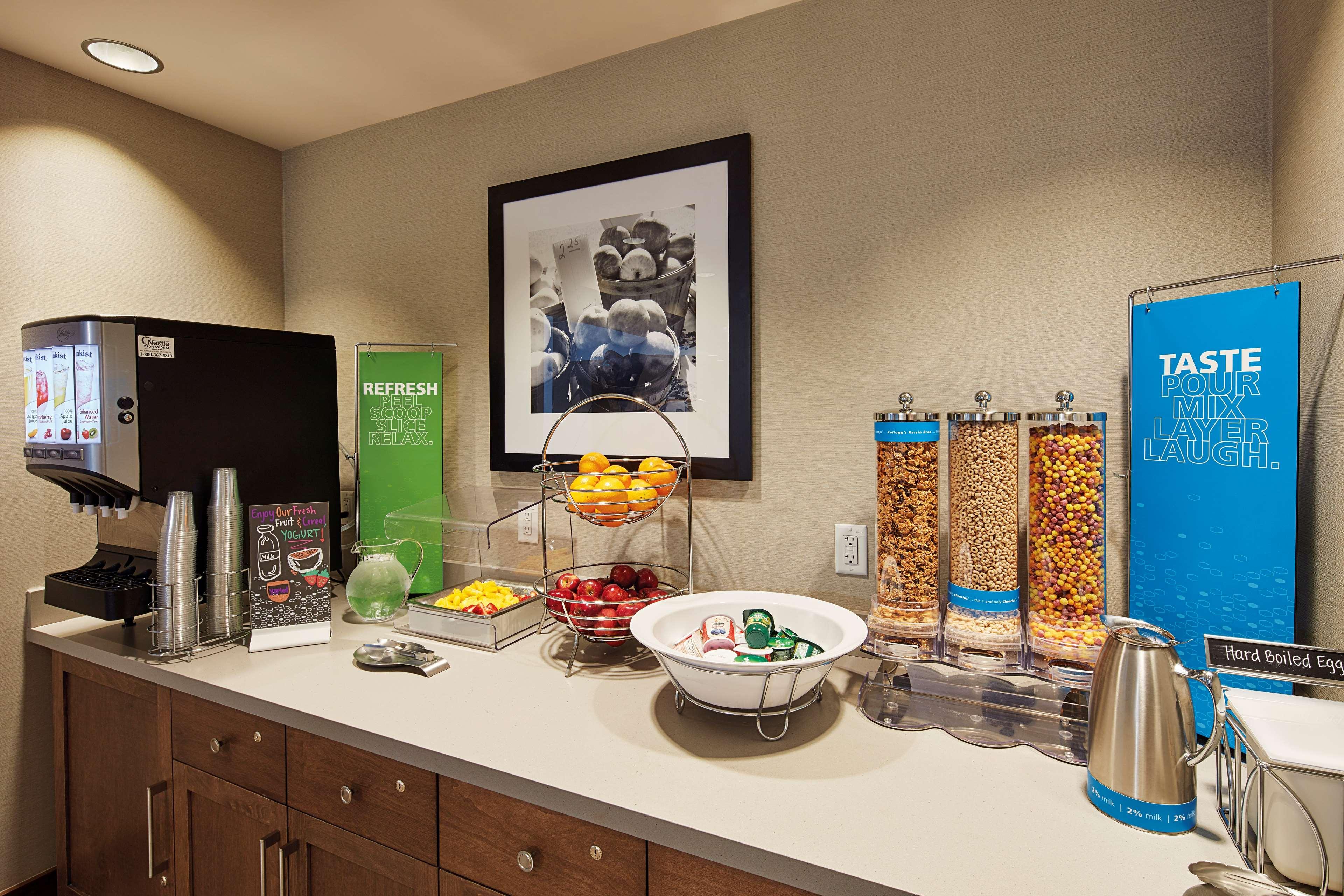 Hampton Inn & Suites Sacramento at CSUS image 12