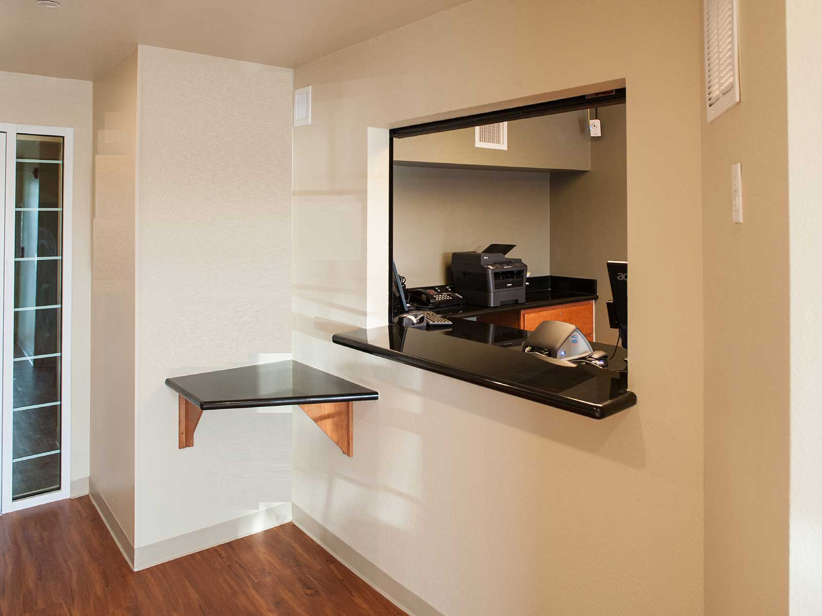 WoodSpring Suites Kansas City Mission image 10