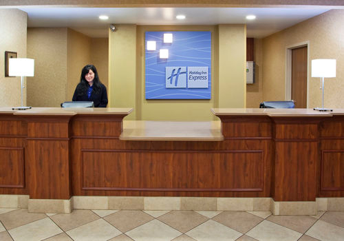 Holiday Inn Express & Suites Bowling Green image 3