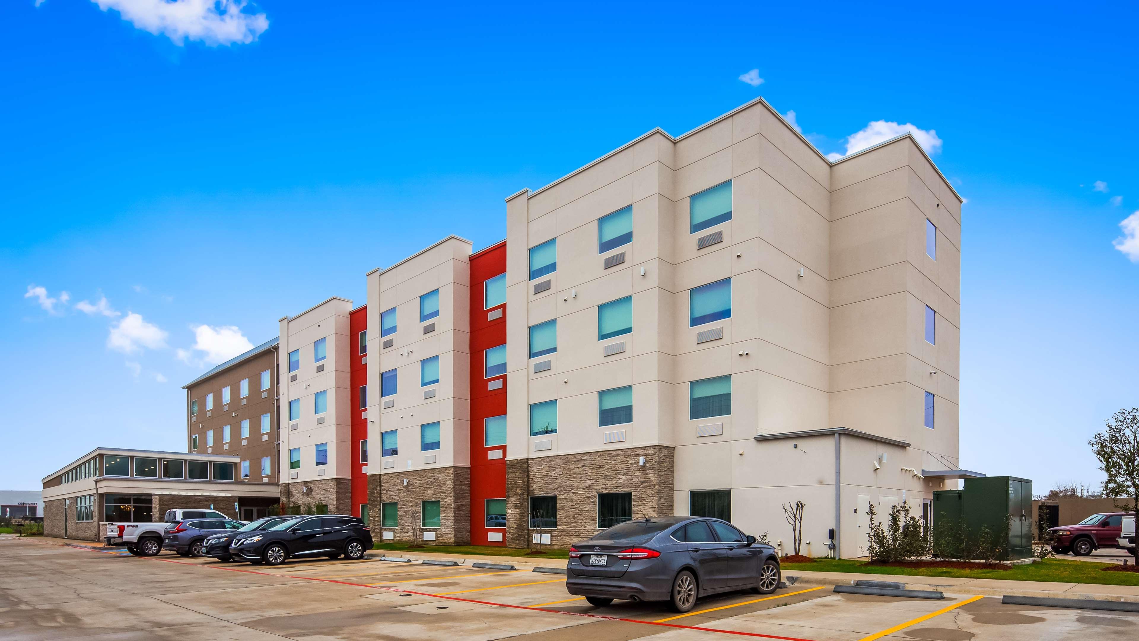 Best Western Plus Executive Residency Baytown image 2