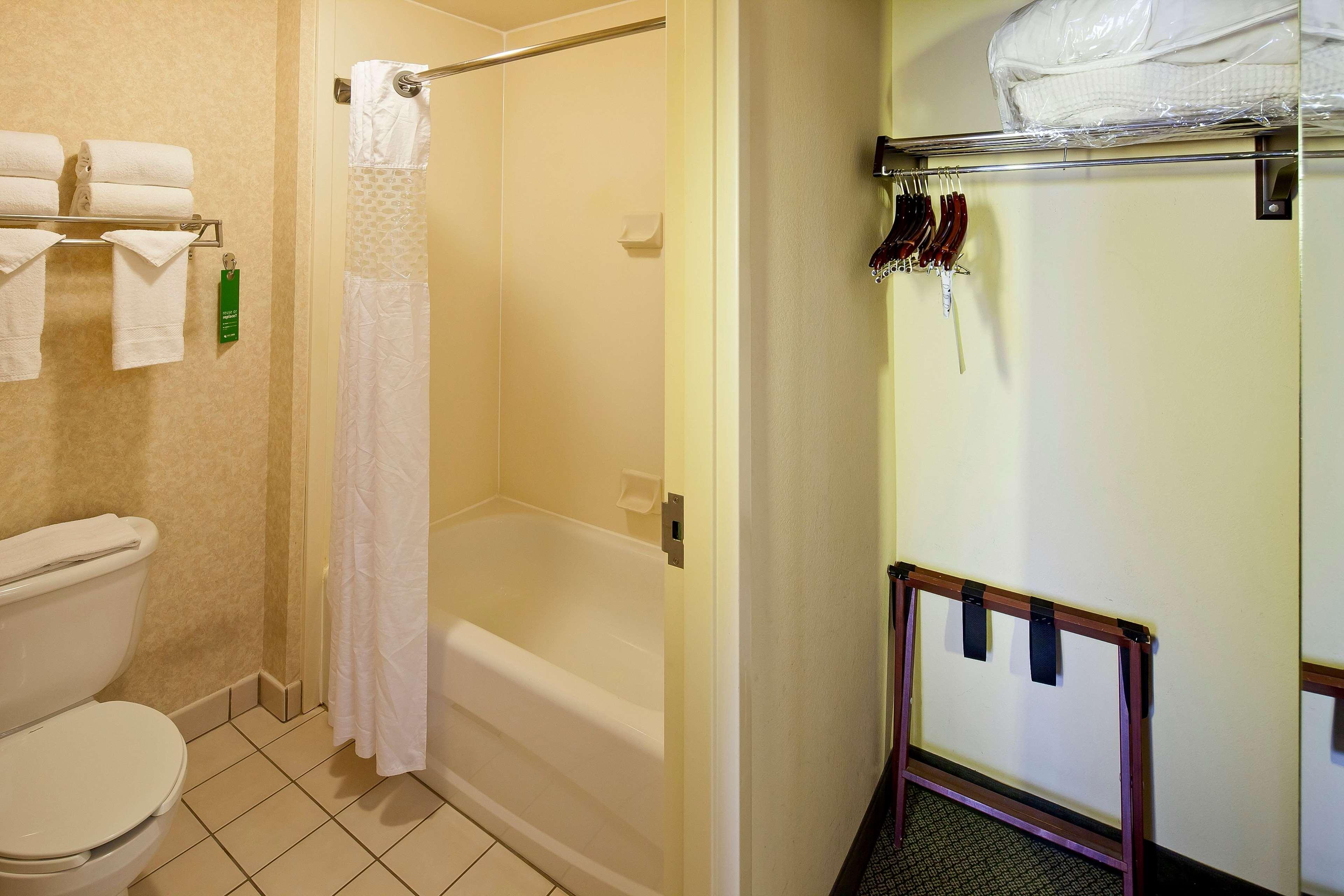 Hampton Inn & Suites Nashville-Green Hills image 26