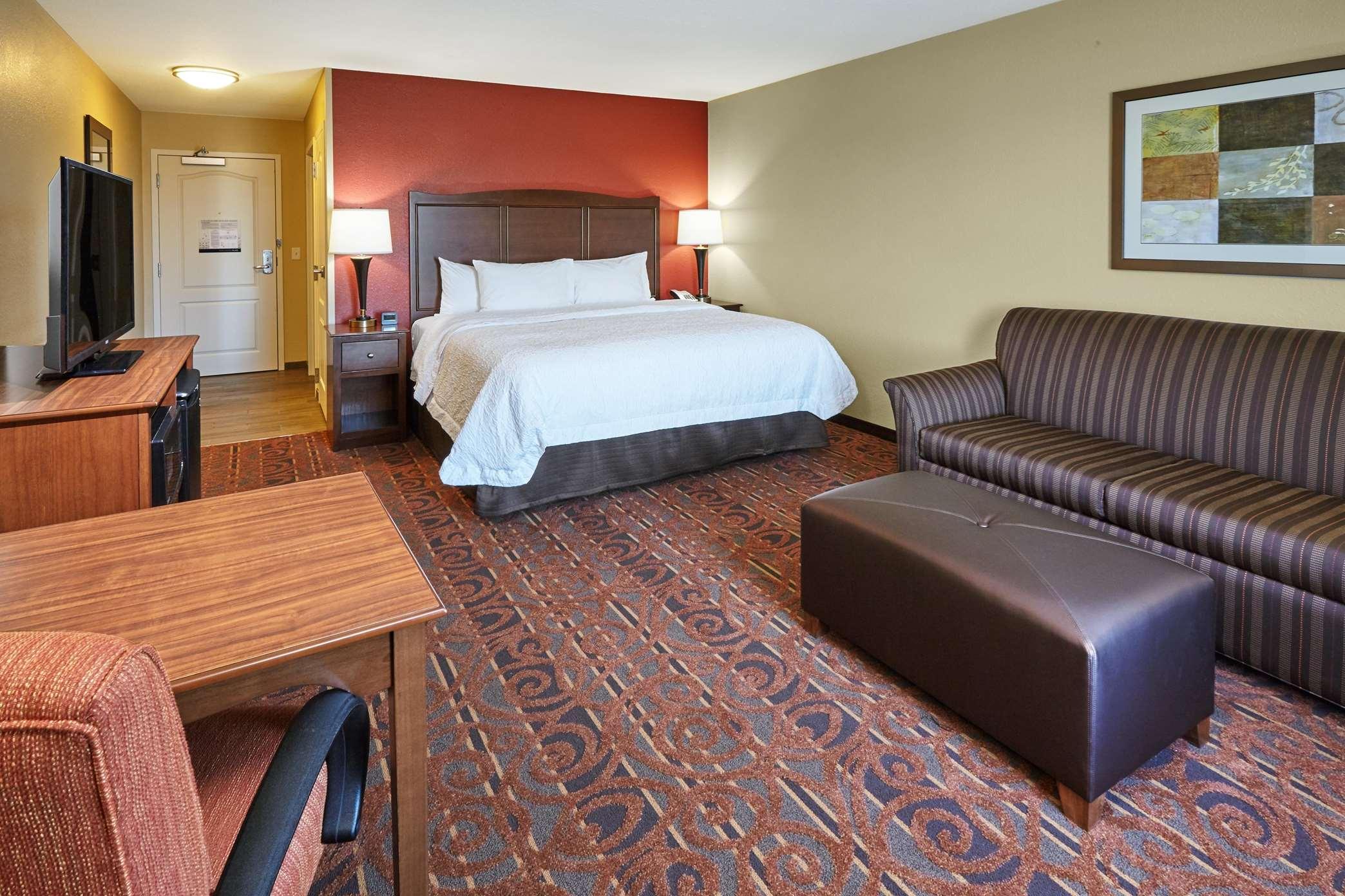 Hampton Inn & Suites Milwaukee/Franklin image 30