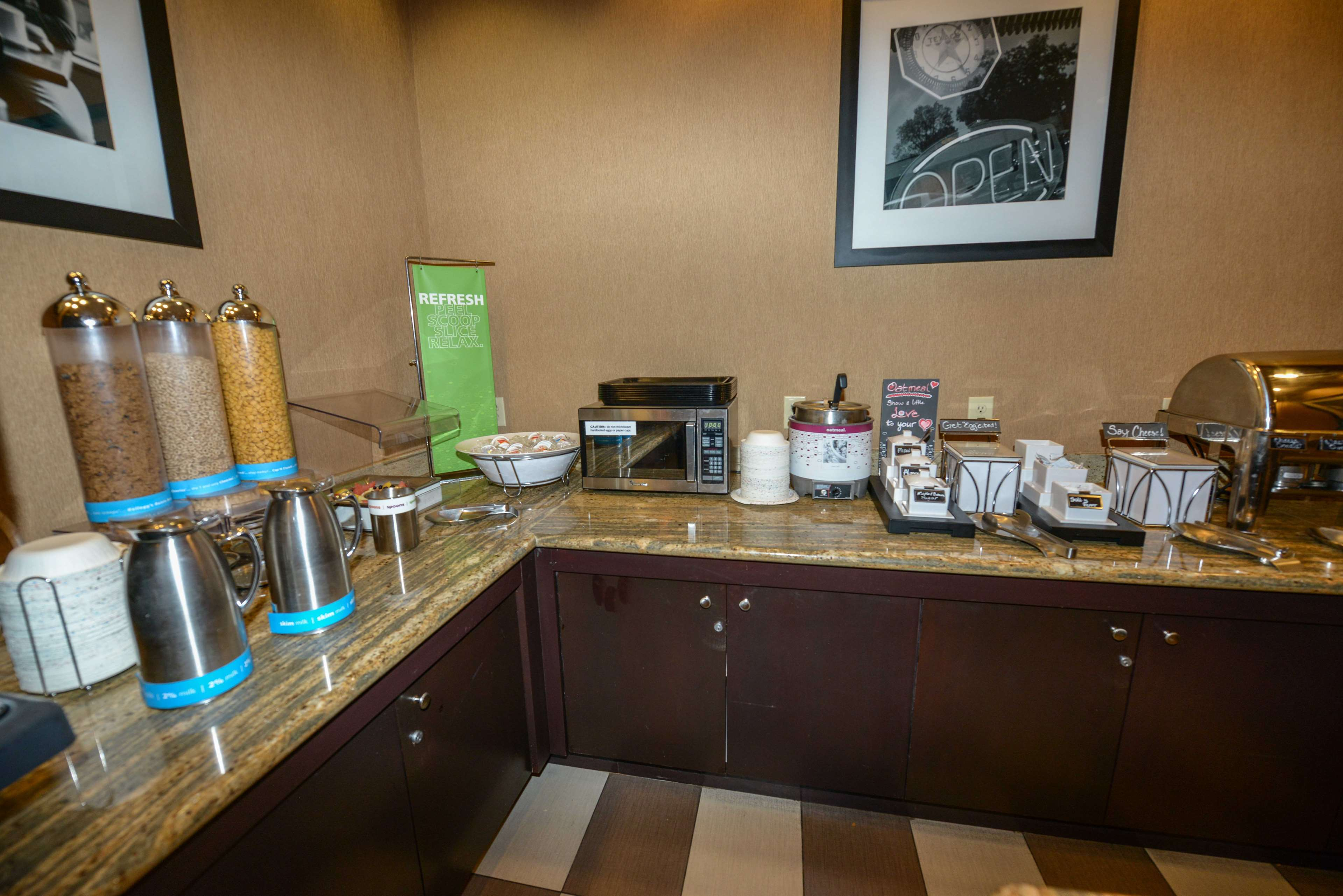 Hampton Inn & Suites Bremerton image 17