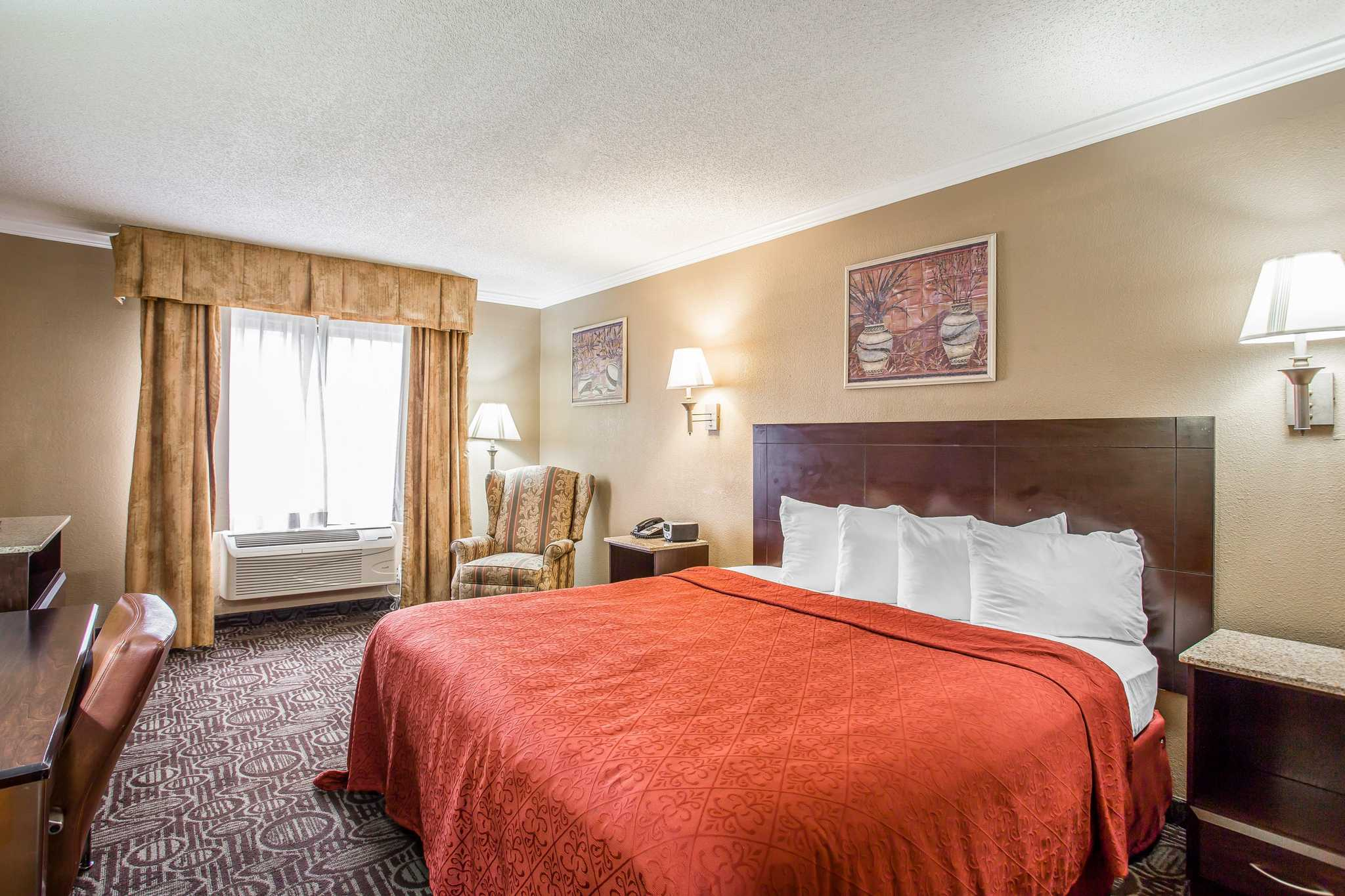 Quality Inn & Suites Ft. Jackson Maingate image 4