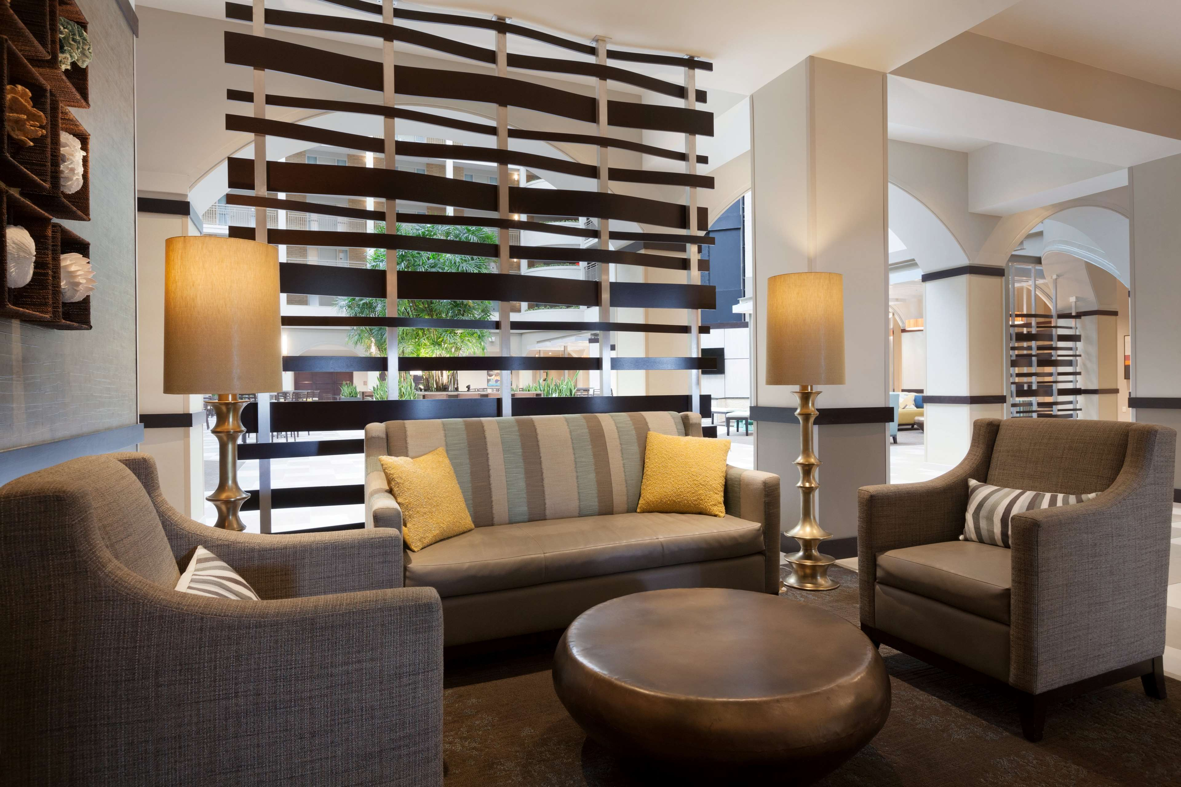 Embassy Suites by Hilton Jacksonville Baymeadows image 6