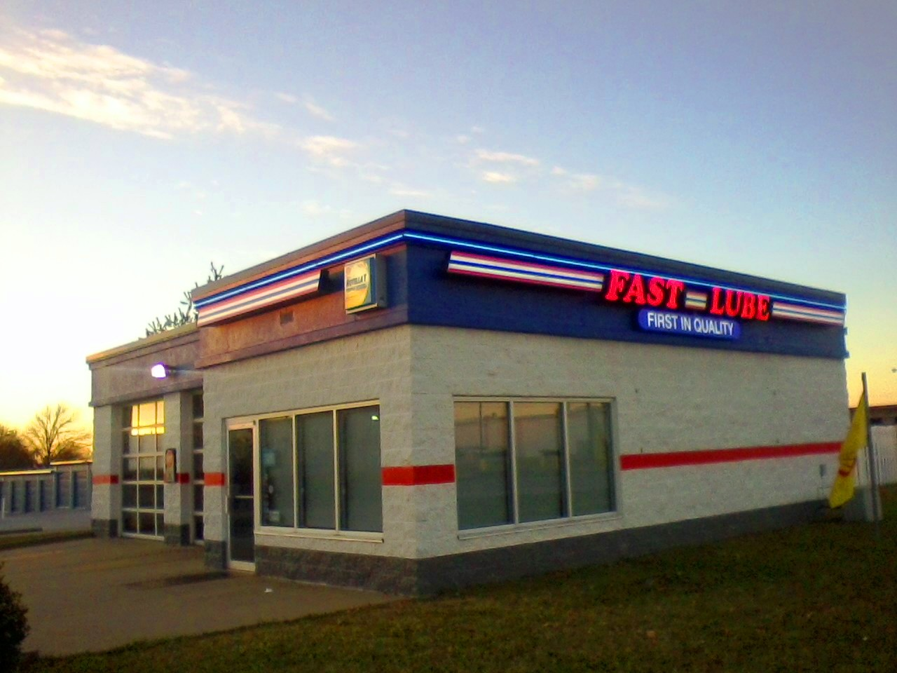 Charlie's Fast Lube Oil Change - Sparta, IL image 0