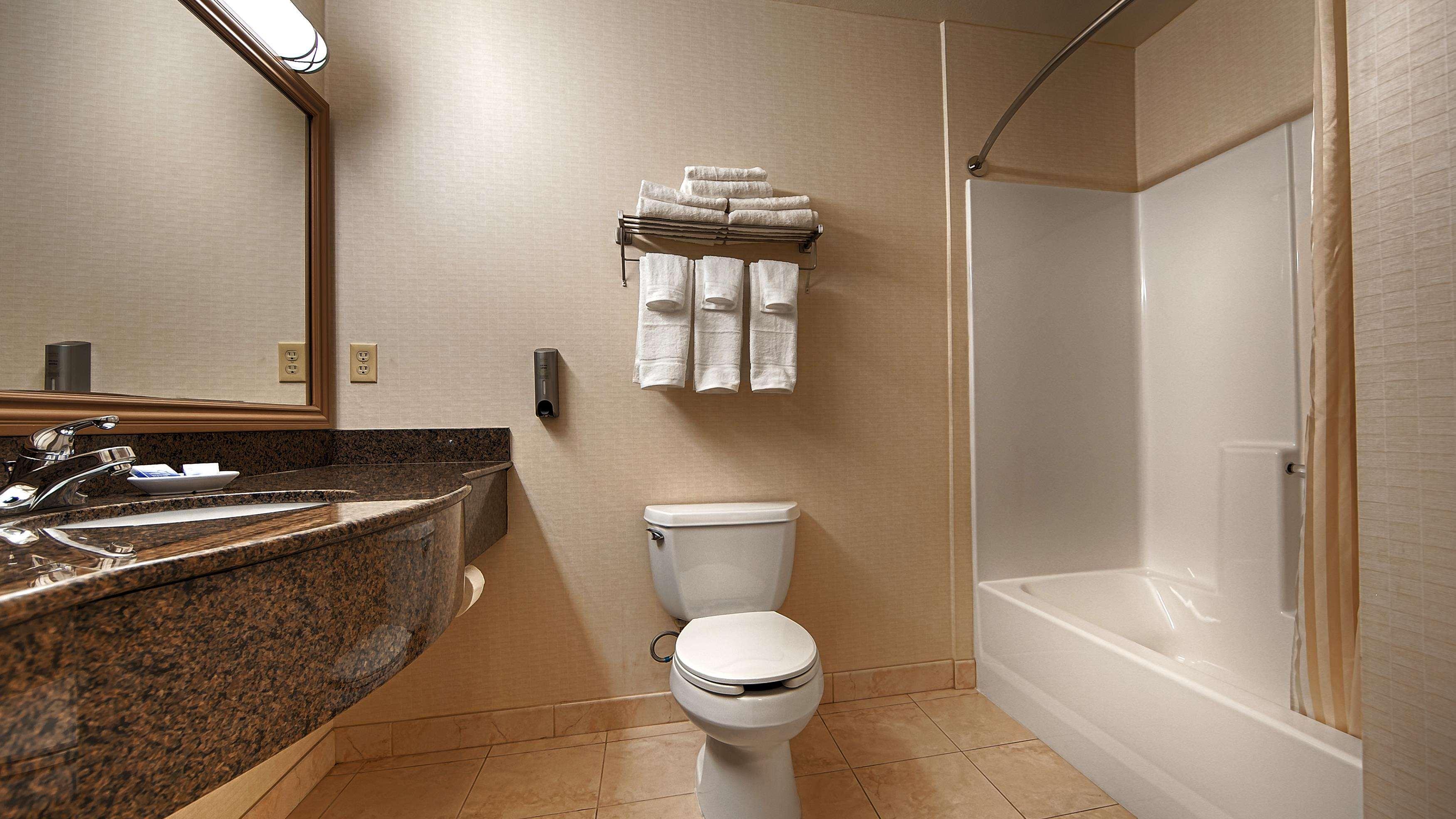 Best Western Plus Lake Elsinore Inn & Suites image 13