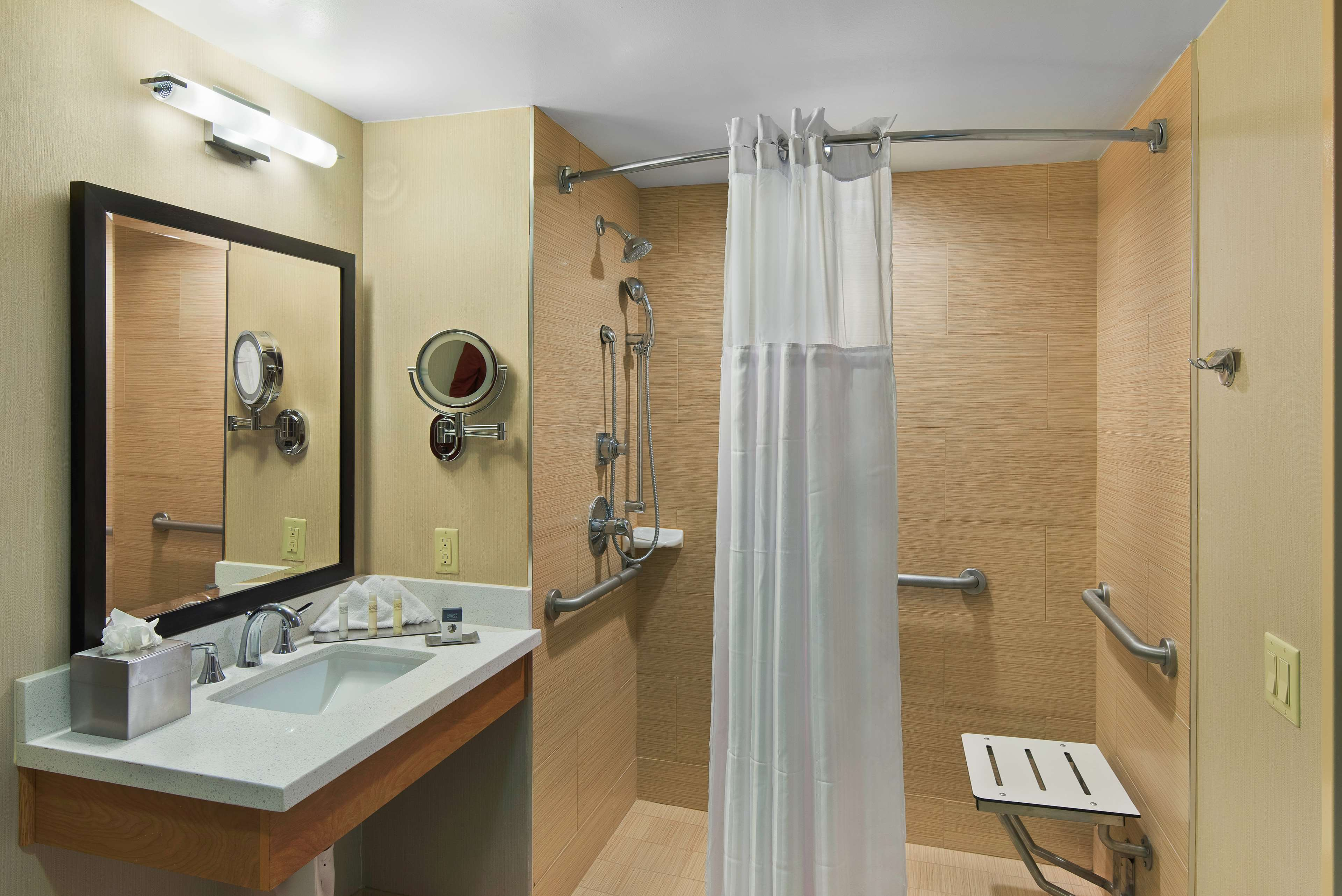 DoubleTree by Hilton Hotel San Pedro - Port of Los Angeles image 19