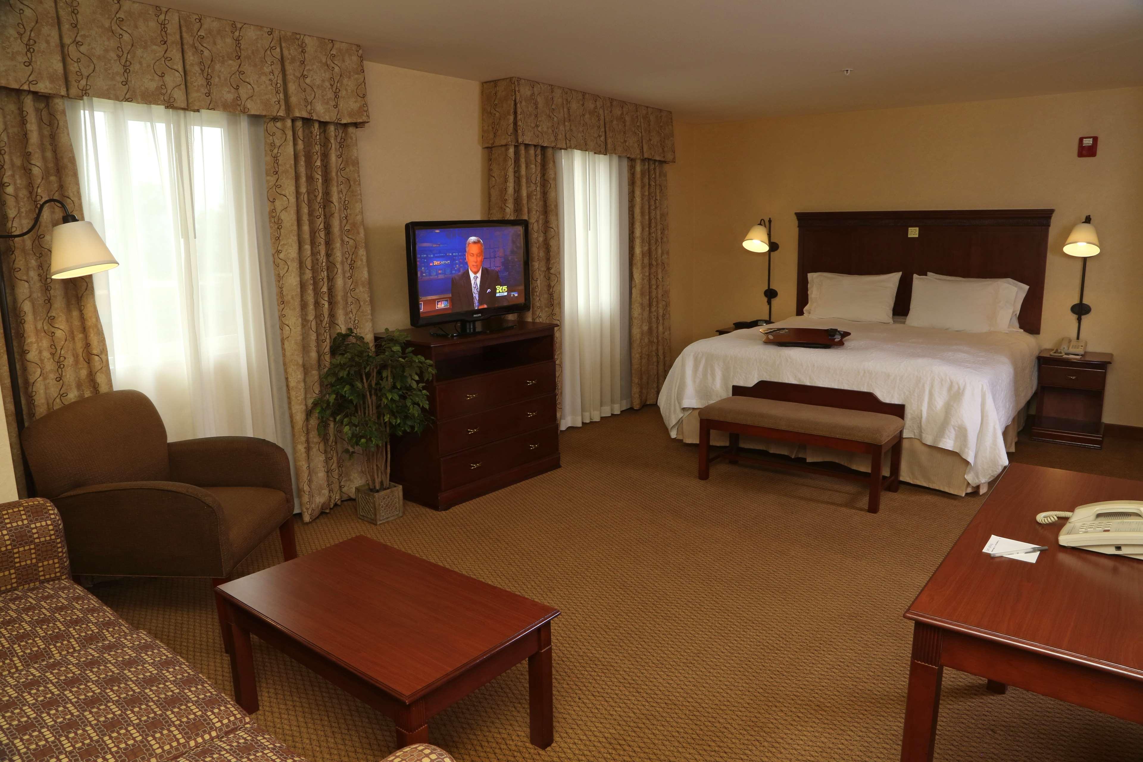 Hampton Inn & Suites Burlington image 15