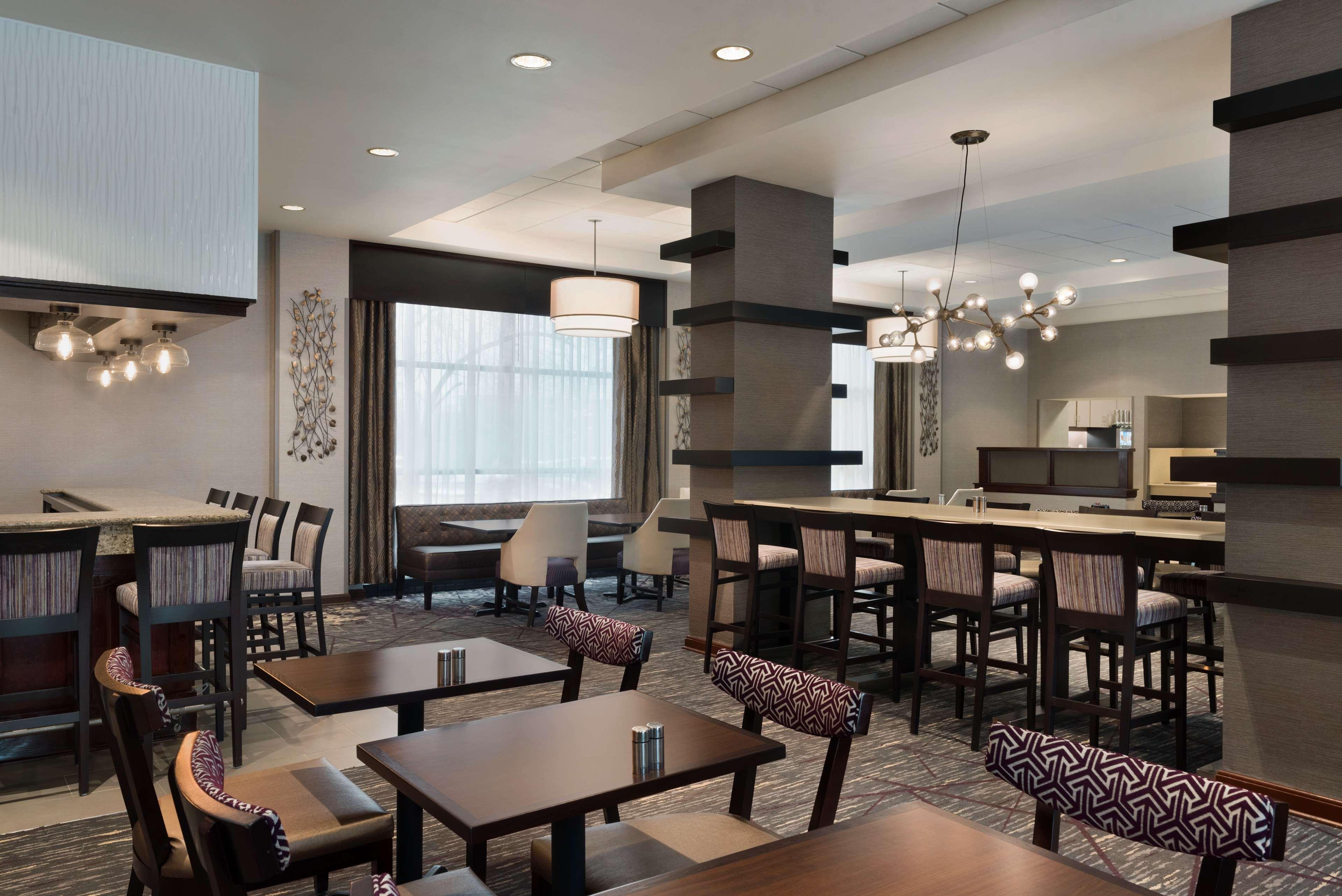 DoubleTree by Hilton Hotel Milwaukee - Brookfield image 12
