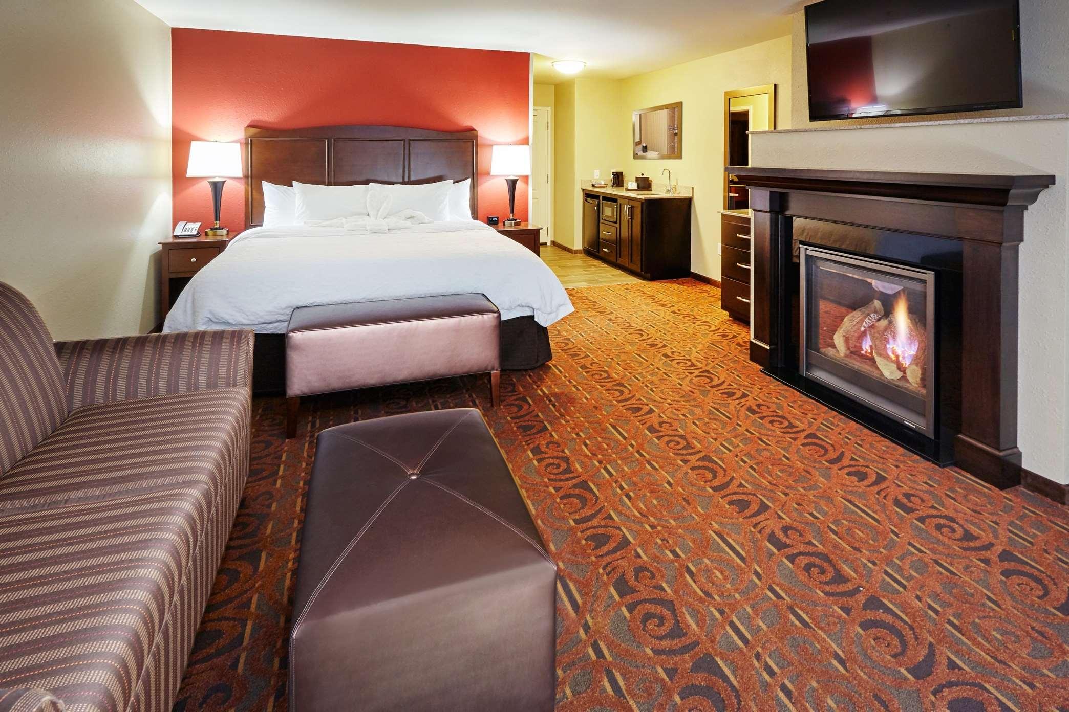 Hampton Inn & Suites Milwaukee/Franklin image 19