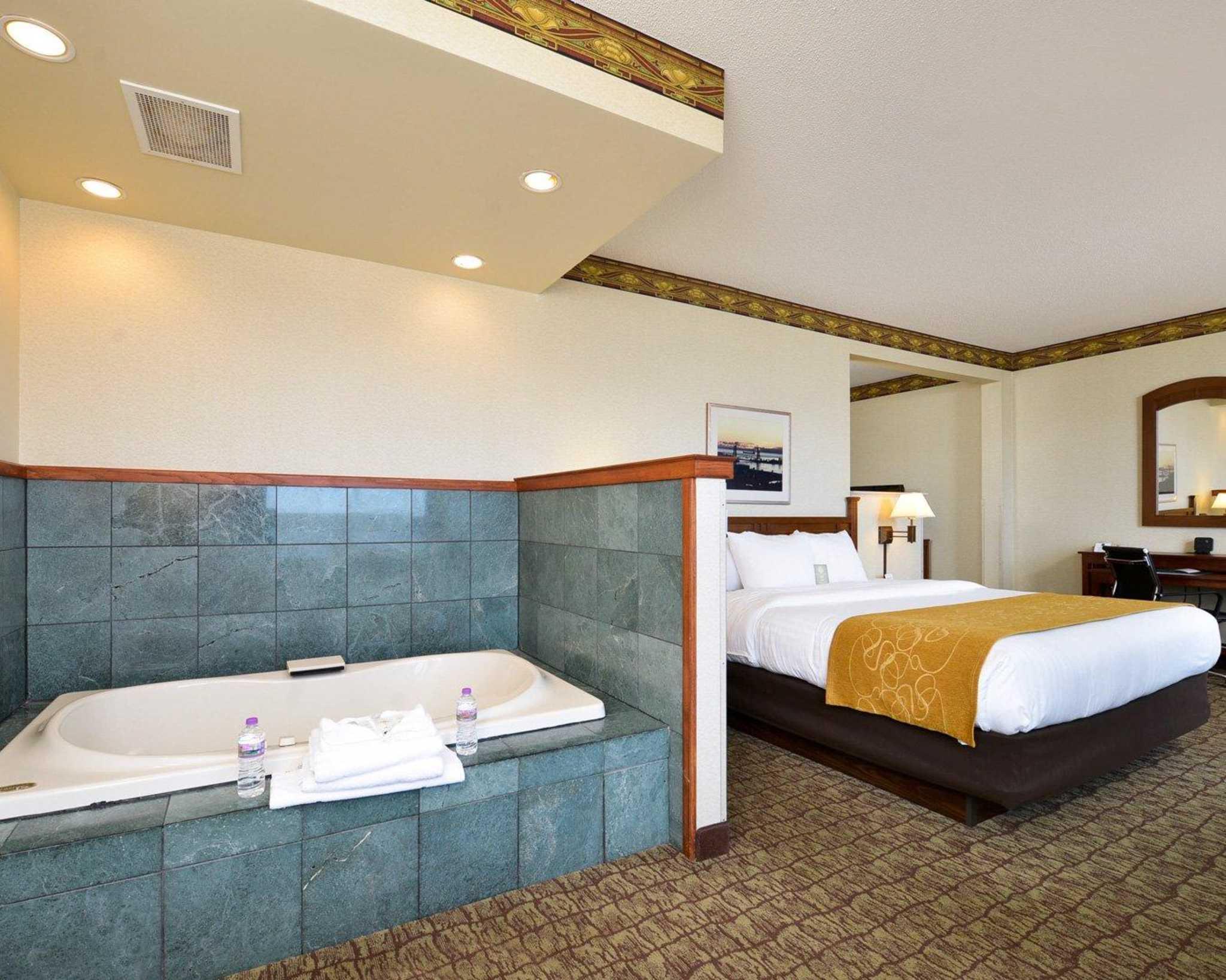 Comfort Suites Canal Park image 30