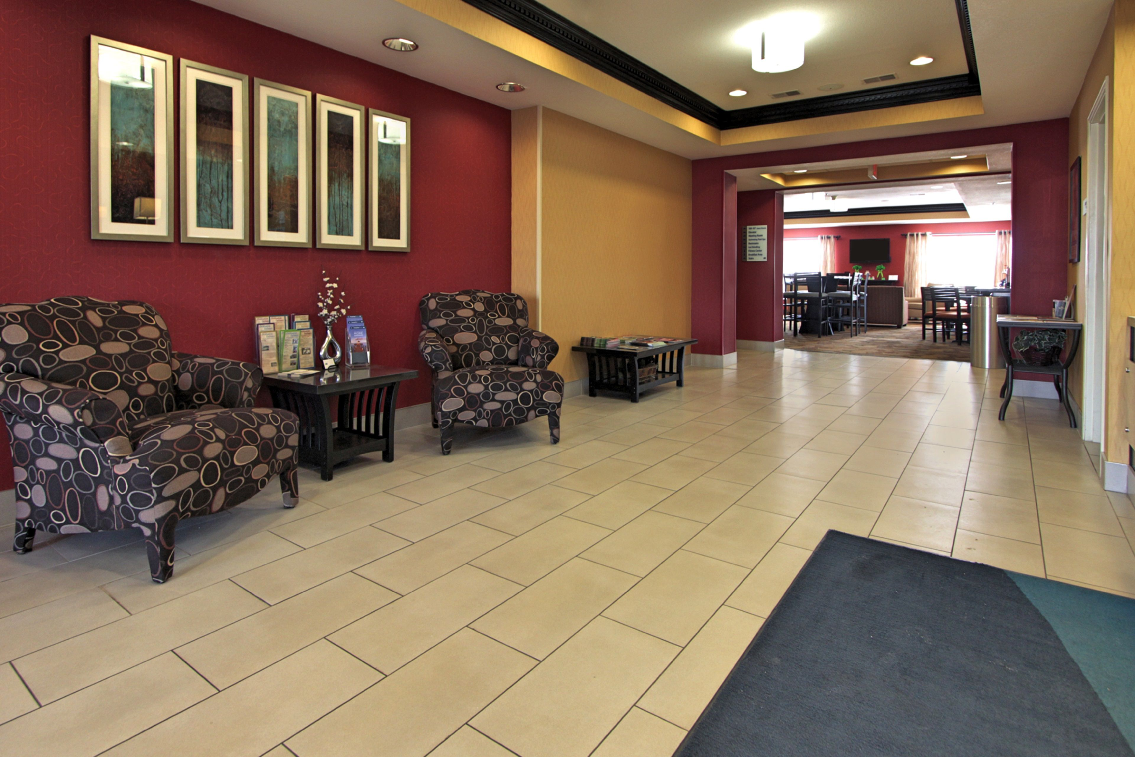 Holiday Inn Express & Suites Defiance image 6