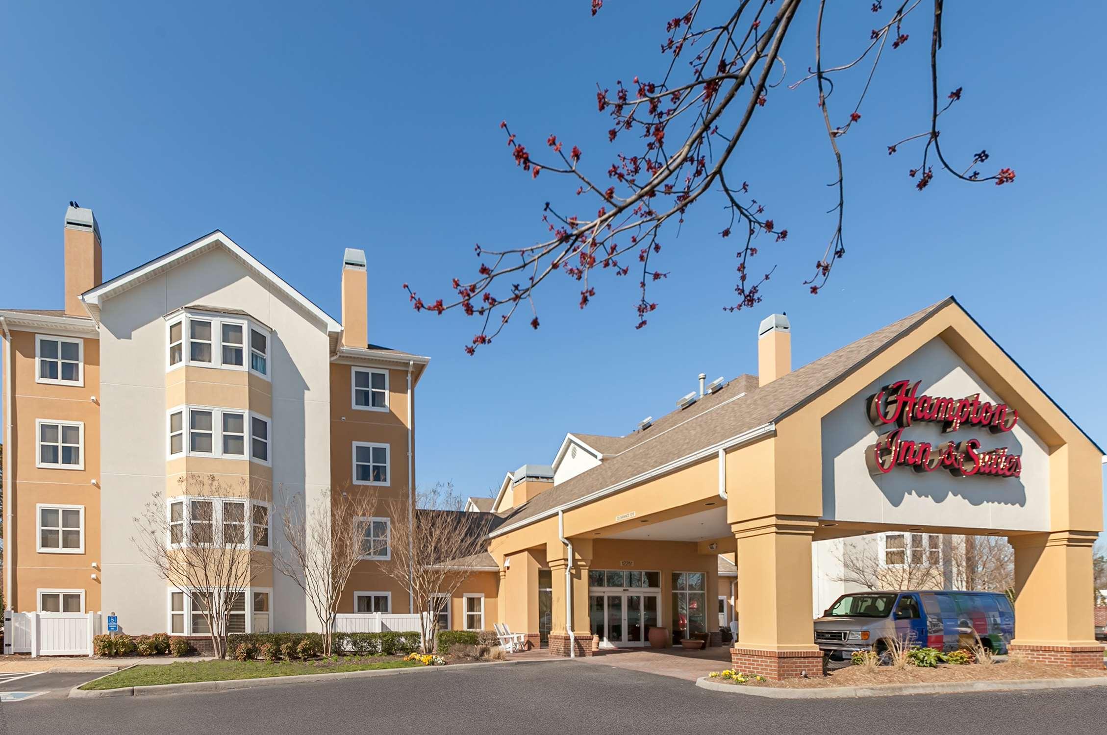 Hampton Inn & Suites Newport News (Oyster Point) image 0