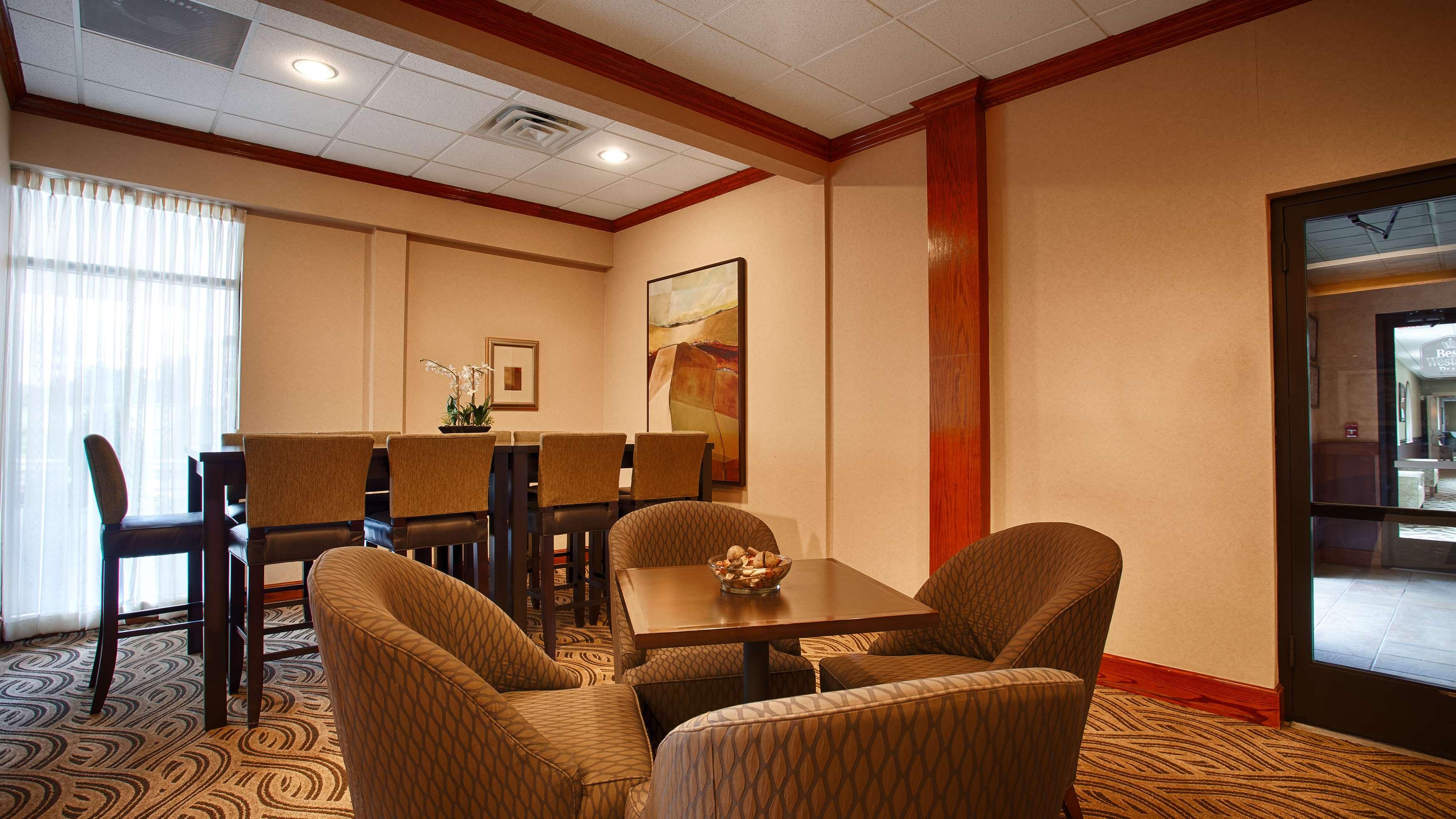 Best Western Plus North Haven Hotel image 4
