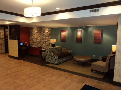Holiday Inn Express & Suites Chicago-Algonquin image 4