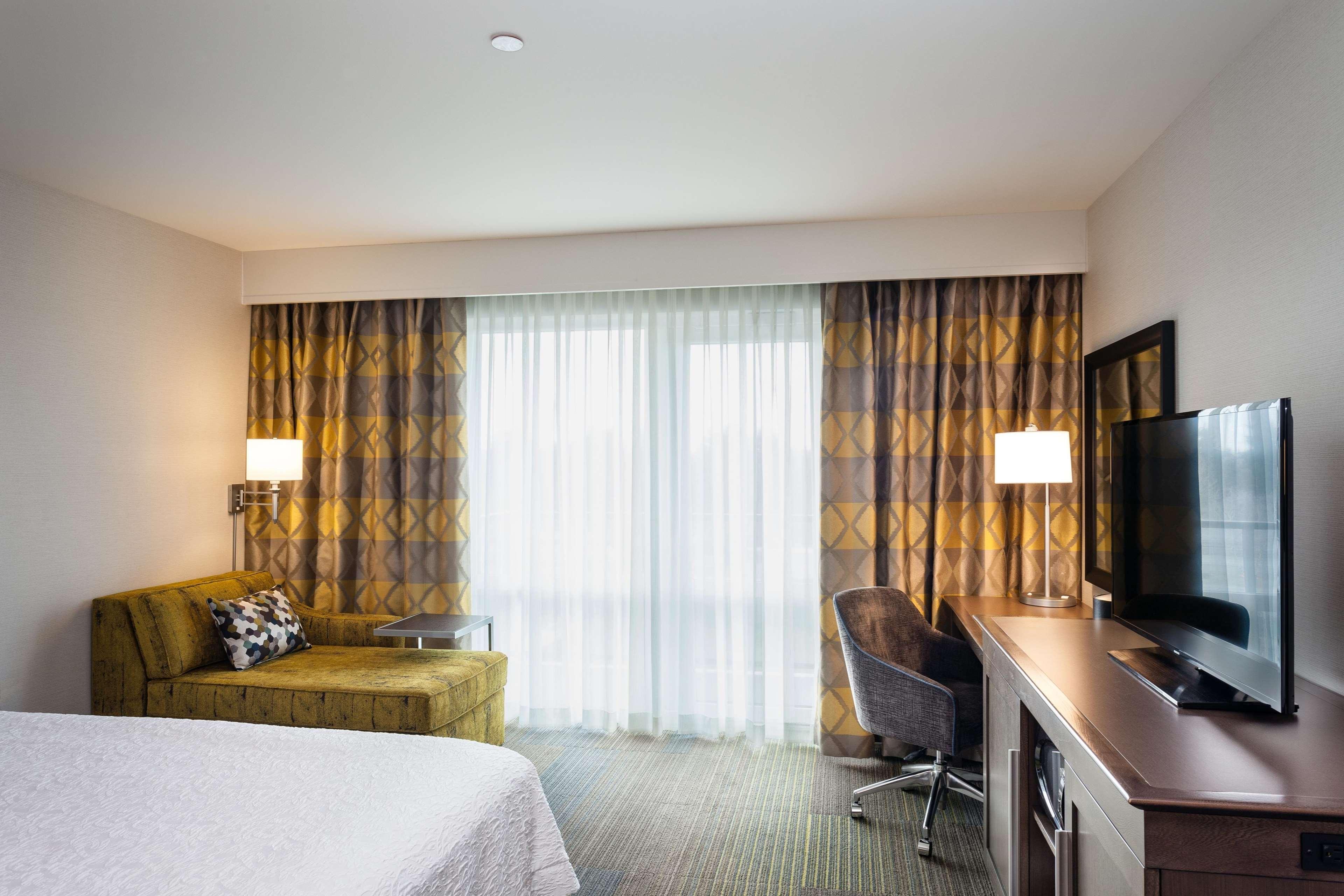 Hampton Inn & Suites by Hilton Seattle/Northgate image 3