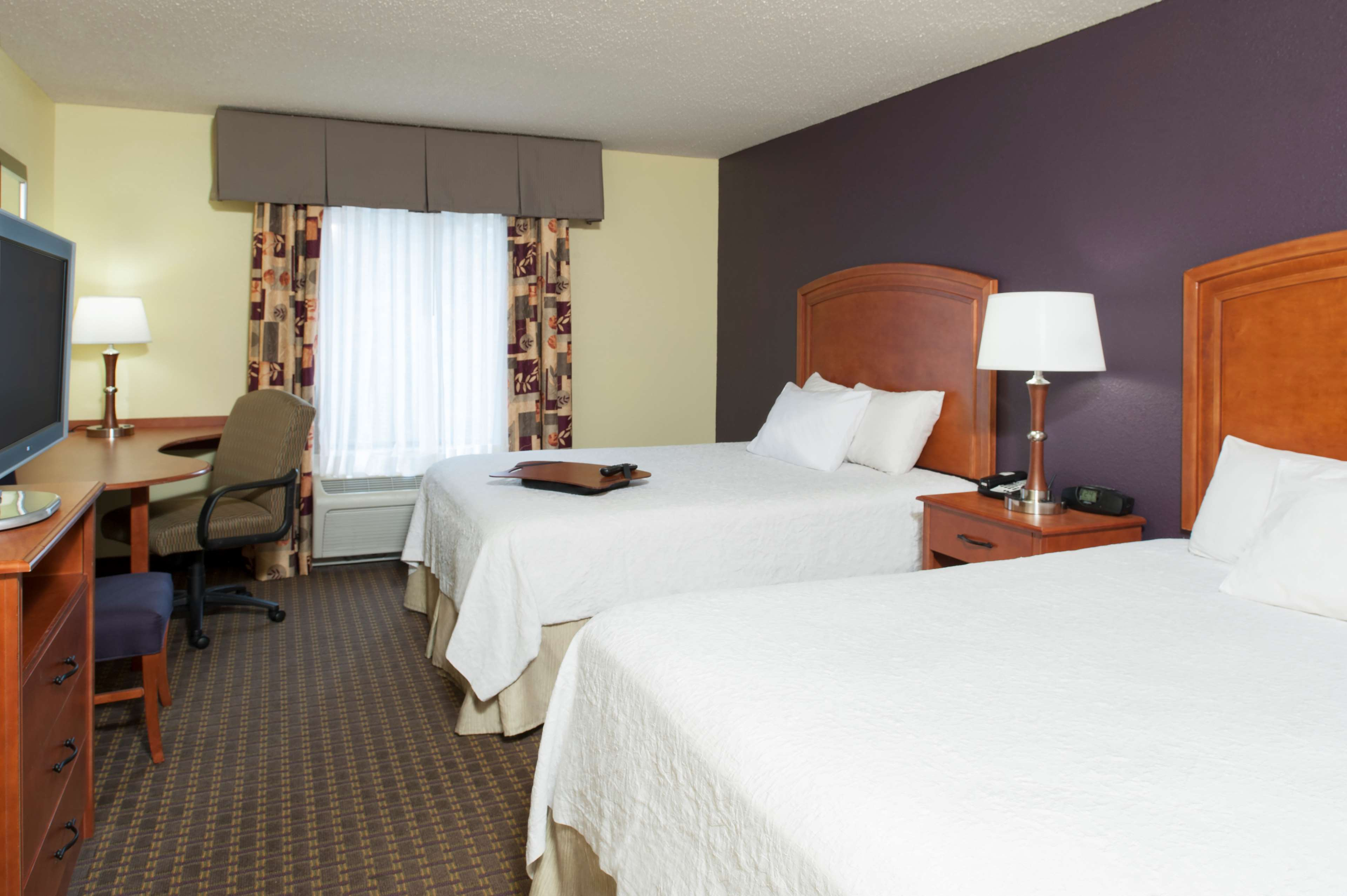 Hampton Inn & Suites Grand Rapids-Airport 28th St image 7