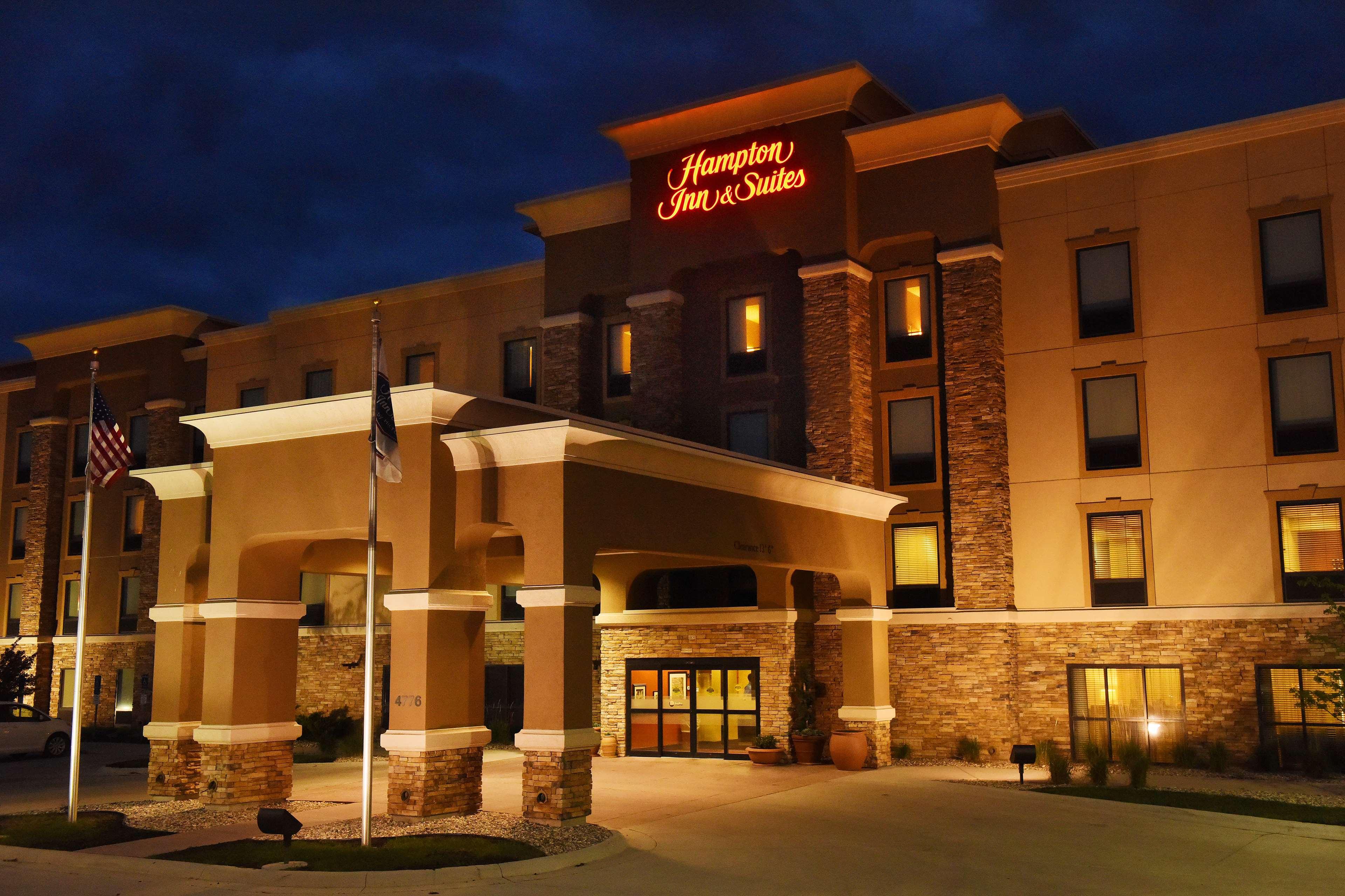 Hampton Inn & Suites Fargo image 1