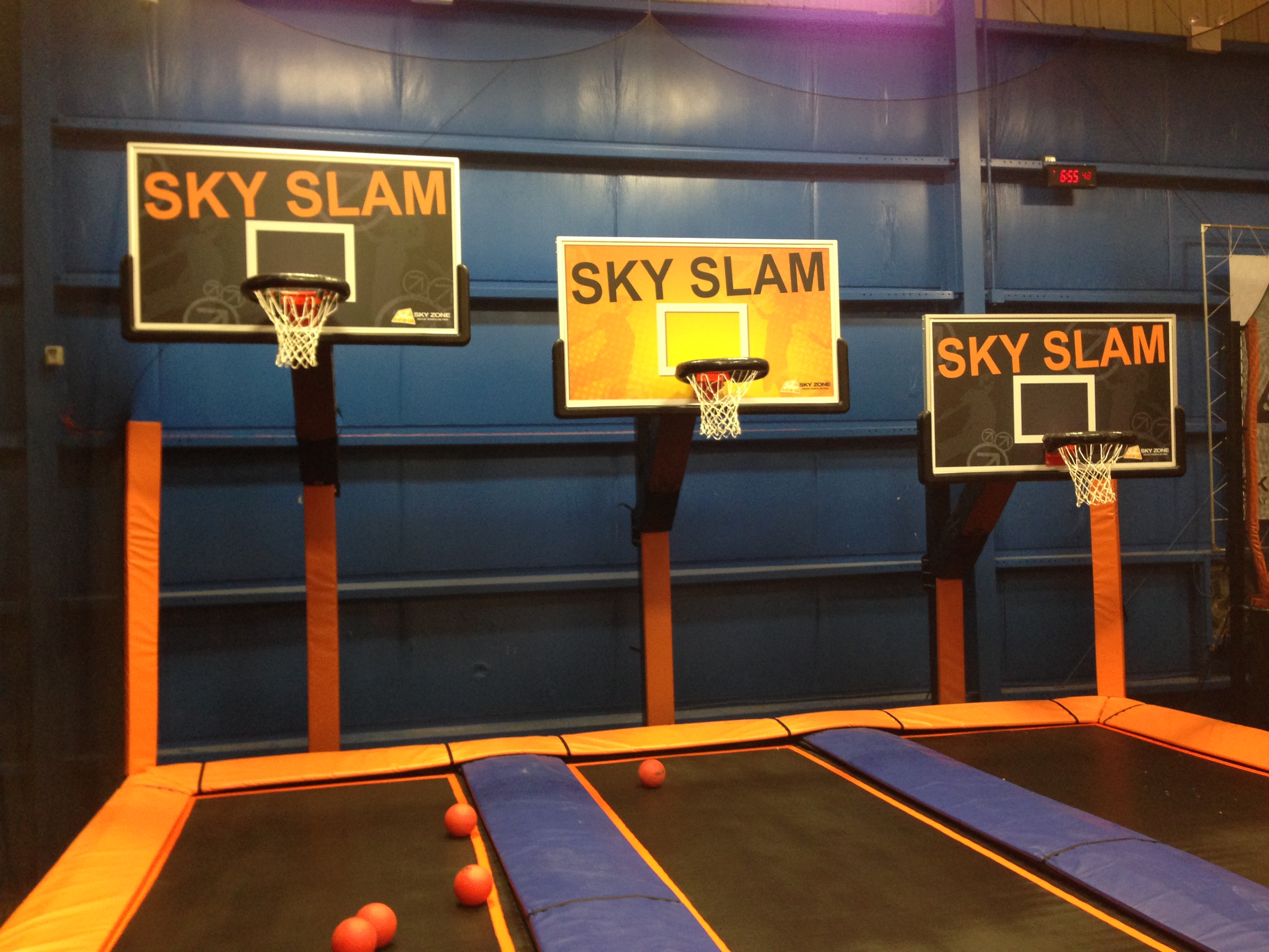 Sky zone indoor trampoline park glen mills pa 19342 for Ball pits near me