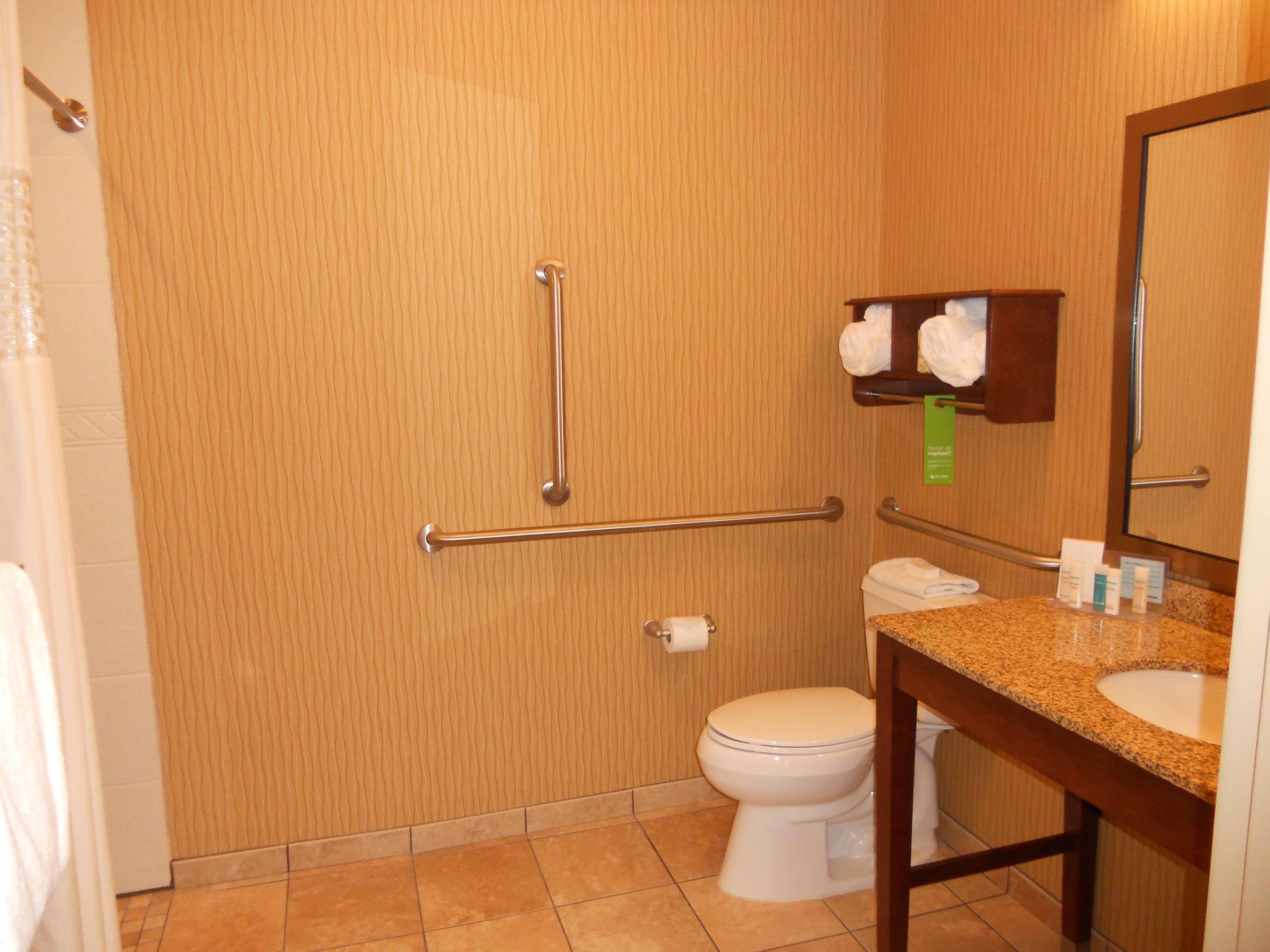 Hampton Inn & Suites Cincinnati/Uptown-University Area image 7