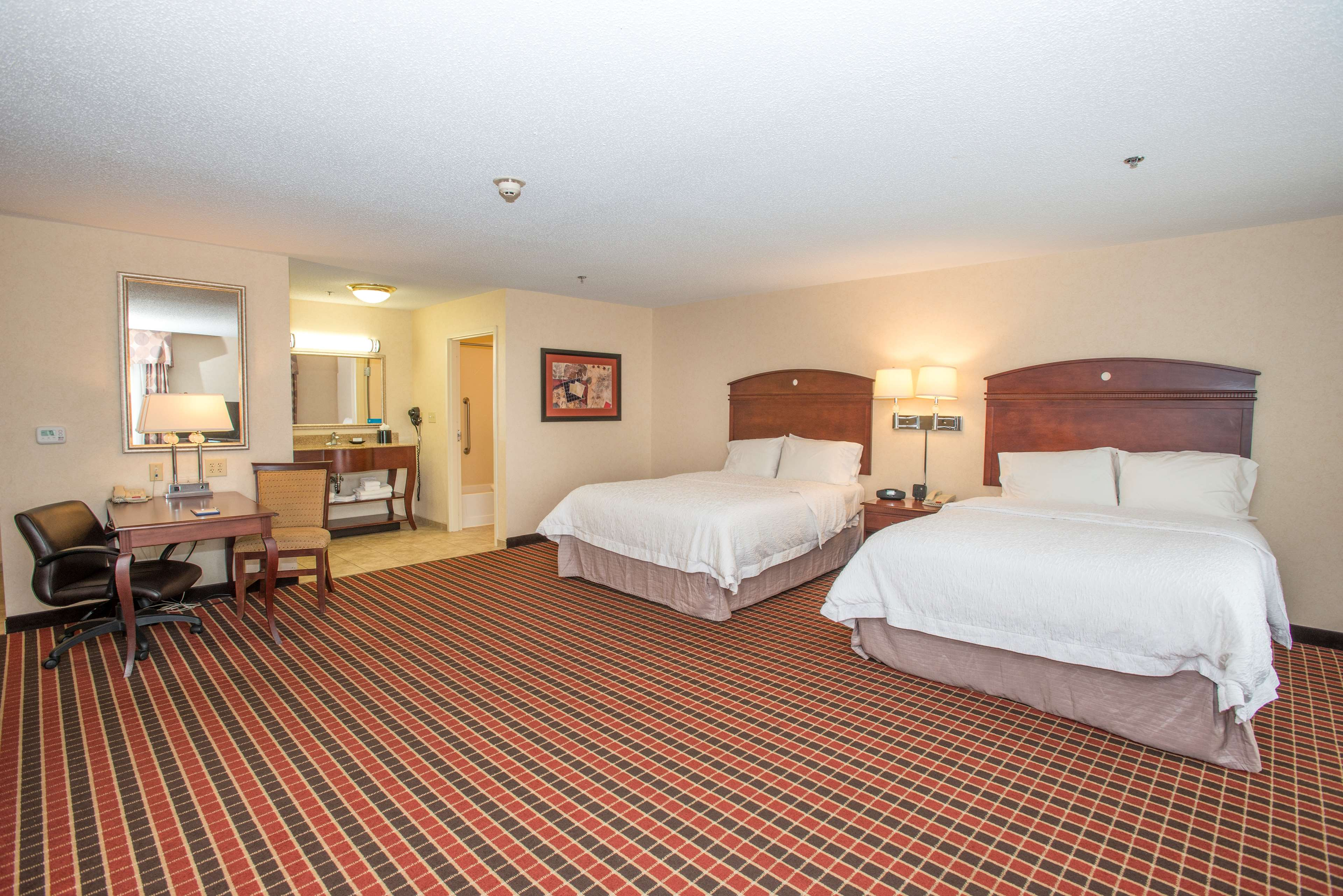 Hampton Inn & Suites Dayton-Airport image 27