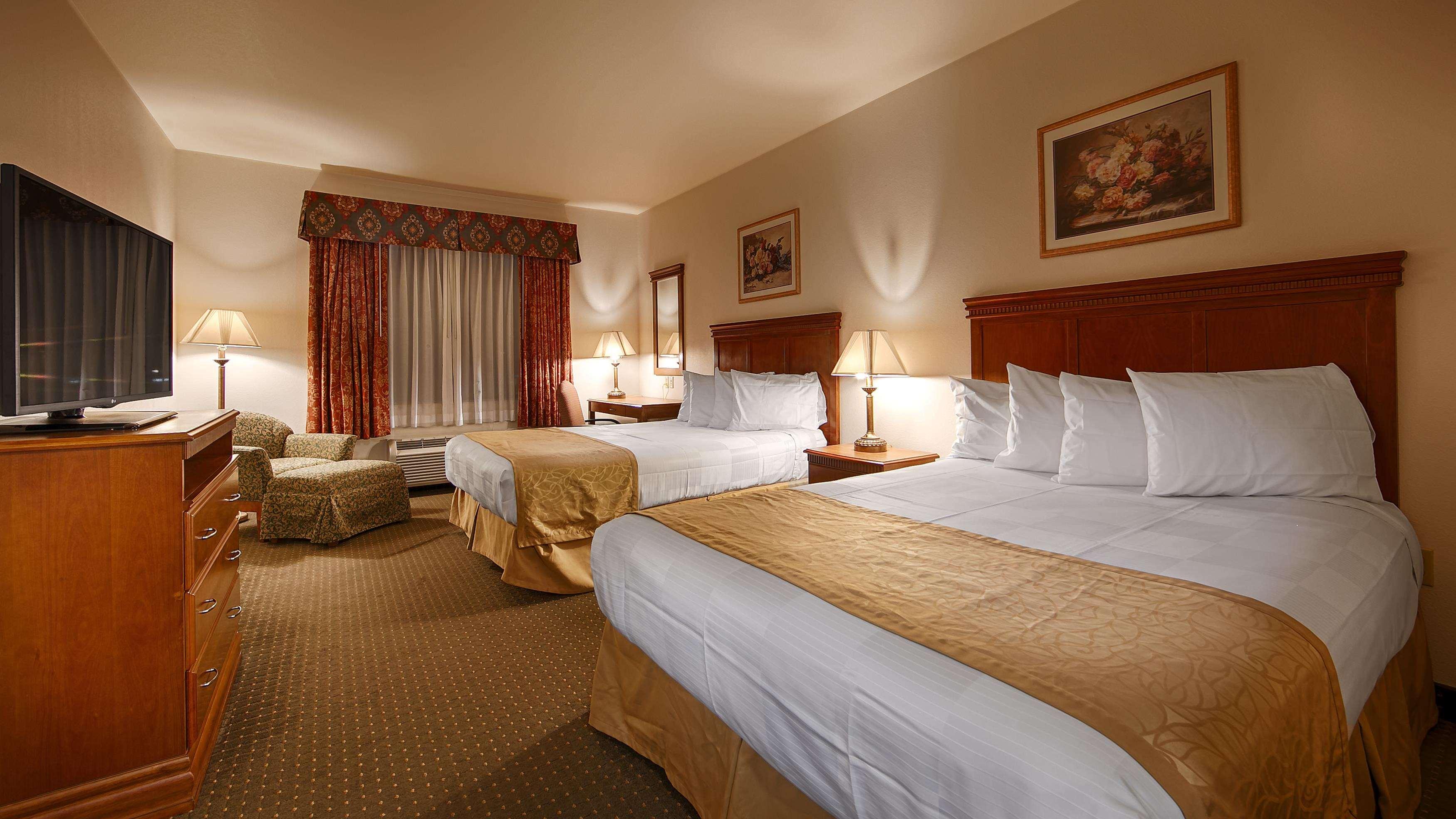 Best Western Plus Lake Elsinore Inn & Suites image 3