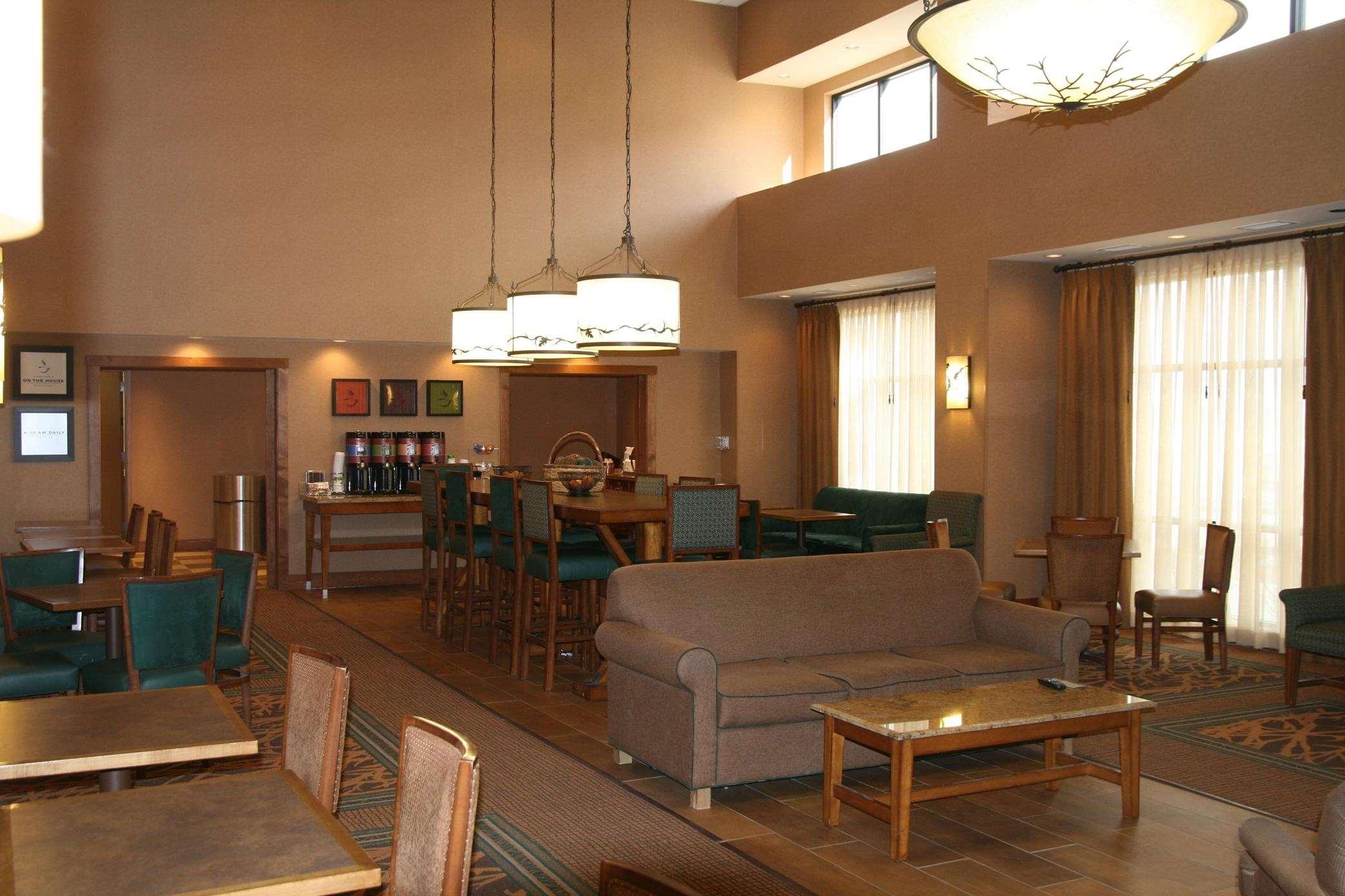 Hampton Inn & Suites Riverton image 47