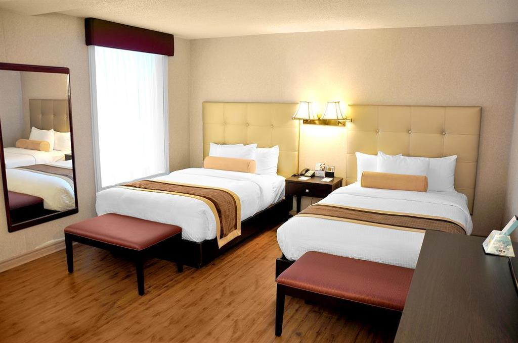 Best Western Plus Montreal Downtown-Hotel Europa à Montreal: Two Double Guest Room