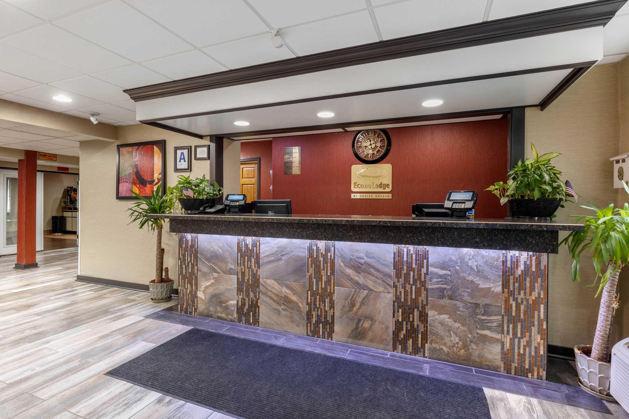 Econo Lodge Milwaukee Airport image 2