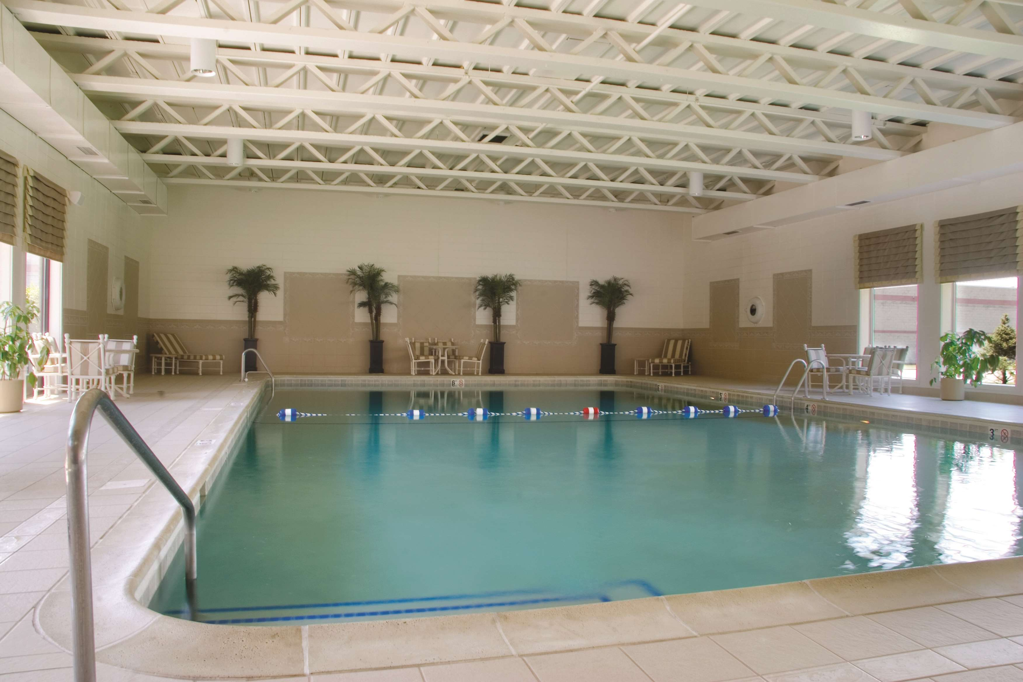 DoubleTree by Hilton Hotel Chicago - Alsip image 1