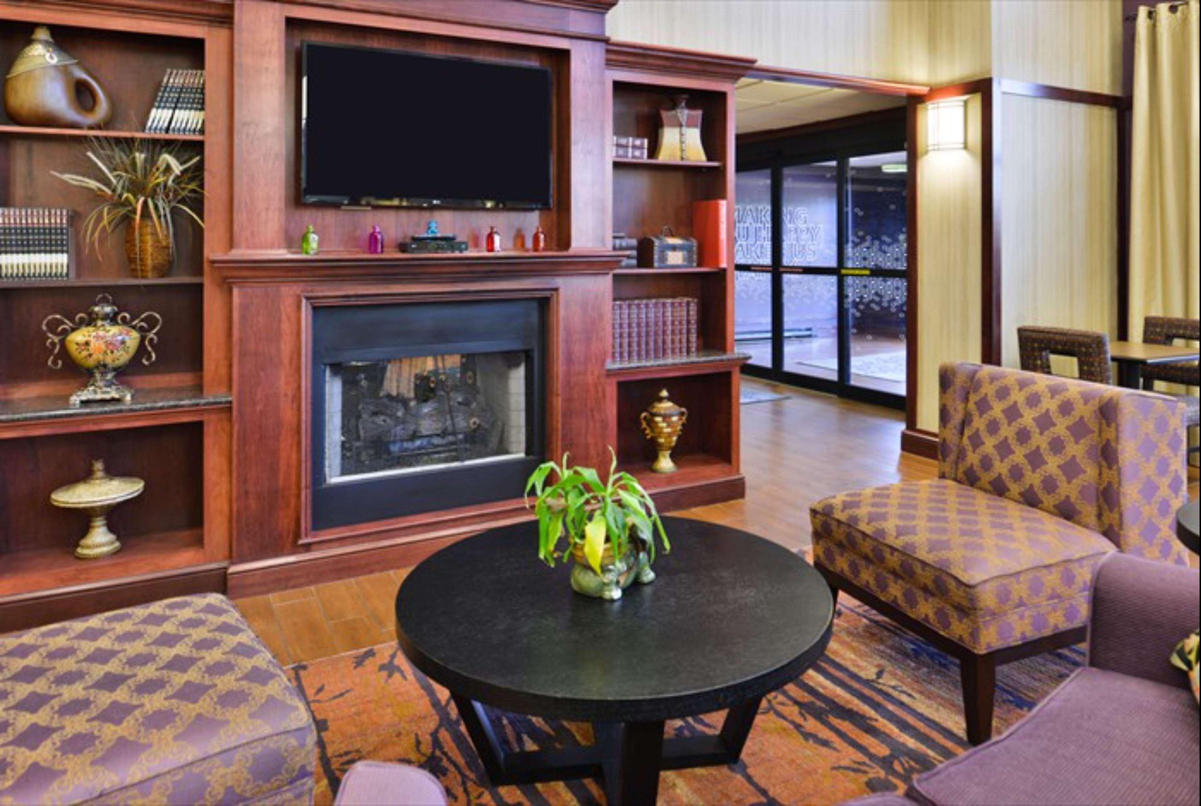 Hampton Inn & Suites Richmond image 17