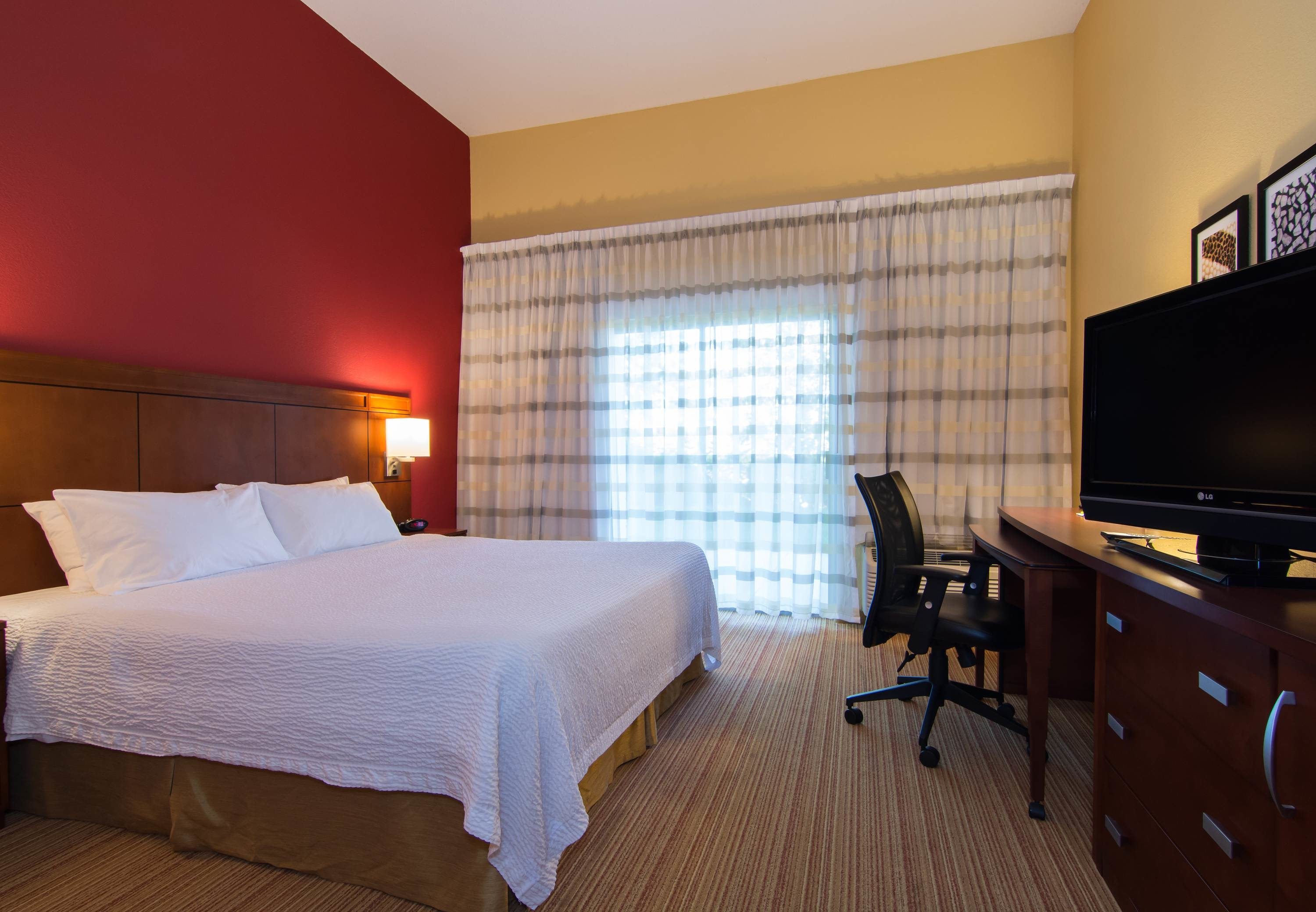 Courtyard by Marriott Charlotte Lake Norman image 12