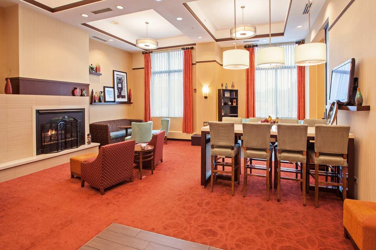 Hampton Inn & Suites Chicago-North Shore/Skokie image 1