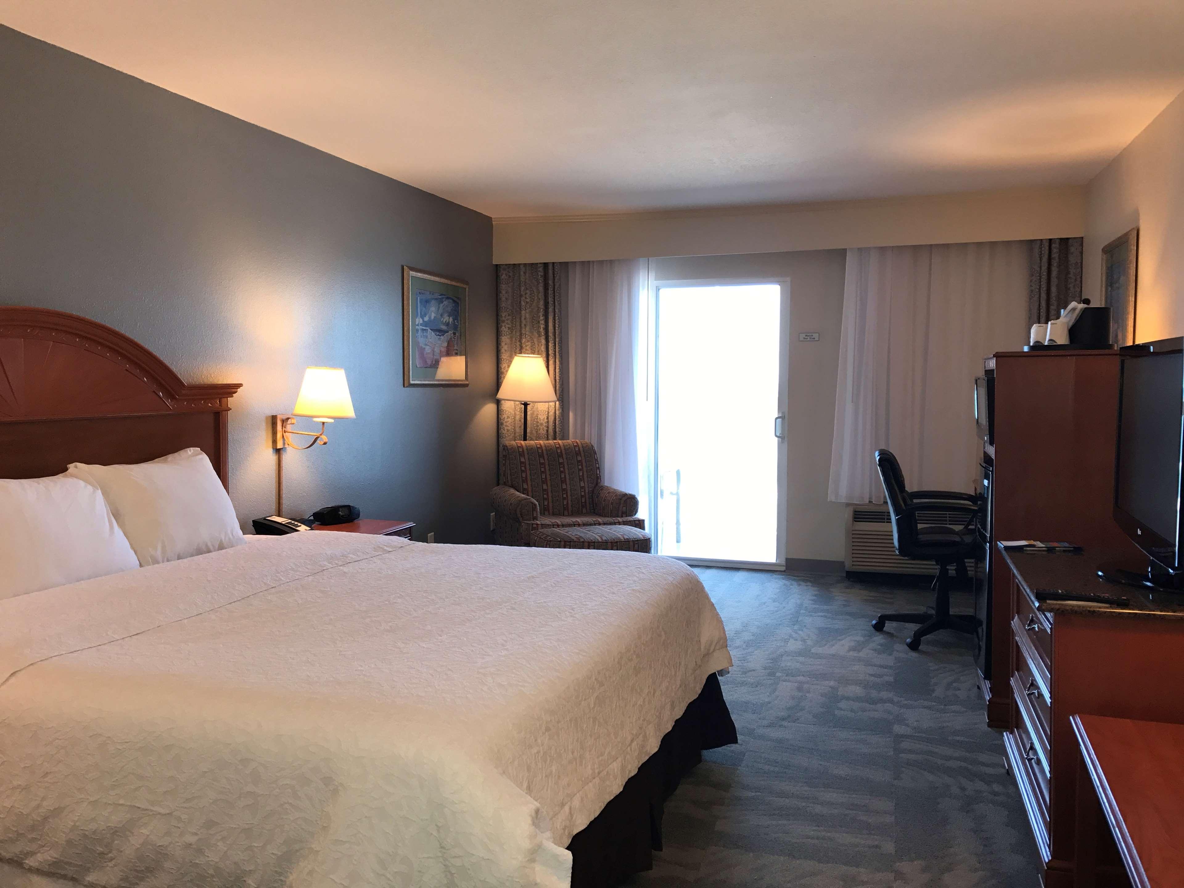 Hampton Inn Daytona Shores-Oceanfront image 40