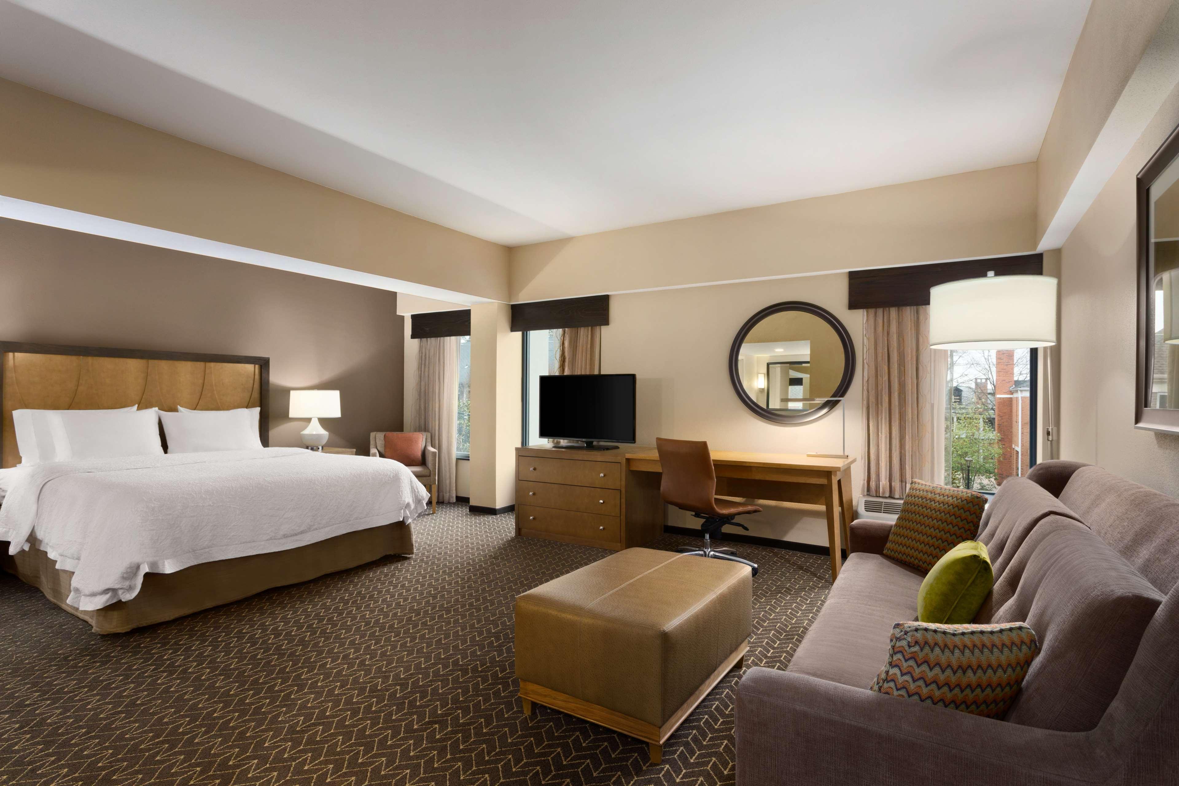 Hampton Inn and Suites Clayton/St Louis-Galleria Area image 20