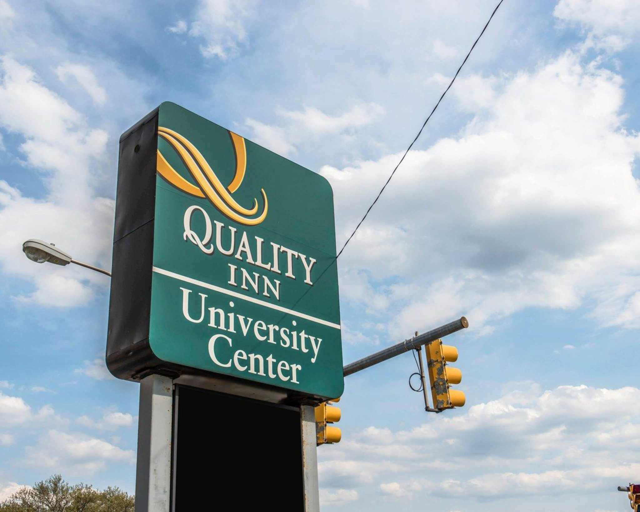 Quality Inn University Center image 3