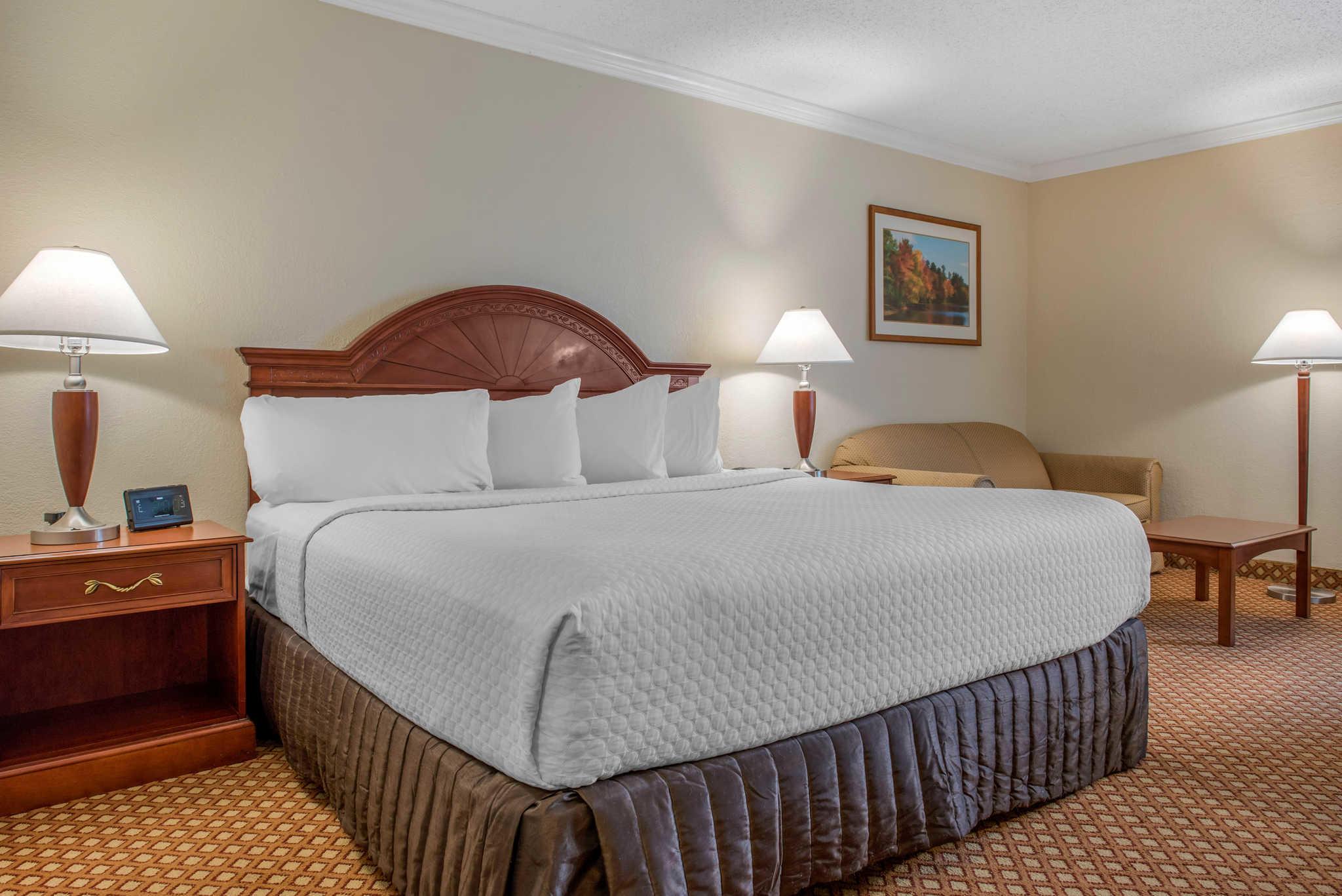 Quality Hotel - Cincinnati Blue Ash image 11