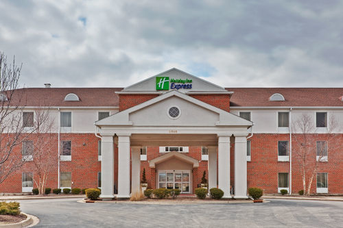 Holiday Inn Express & Suites Chicago-Algonquin image 3