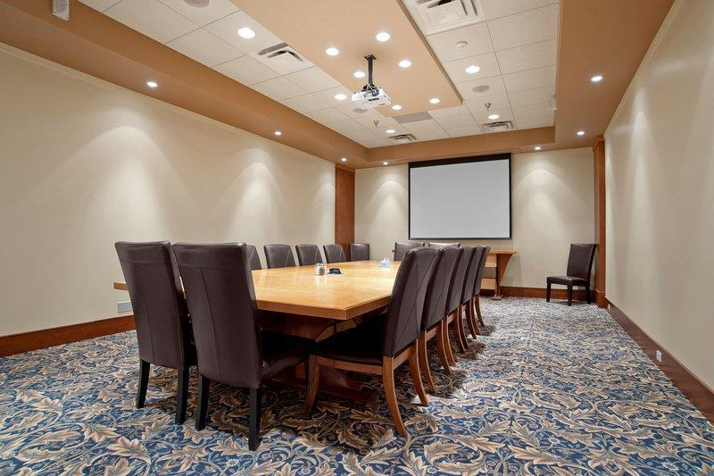 Best Western Plus Barclay Hotel in Port Alberni: Della Falls boardroom for your next meeting.