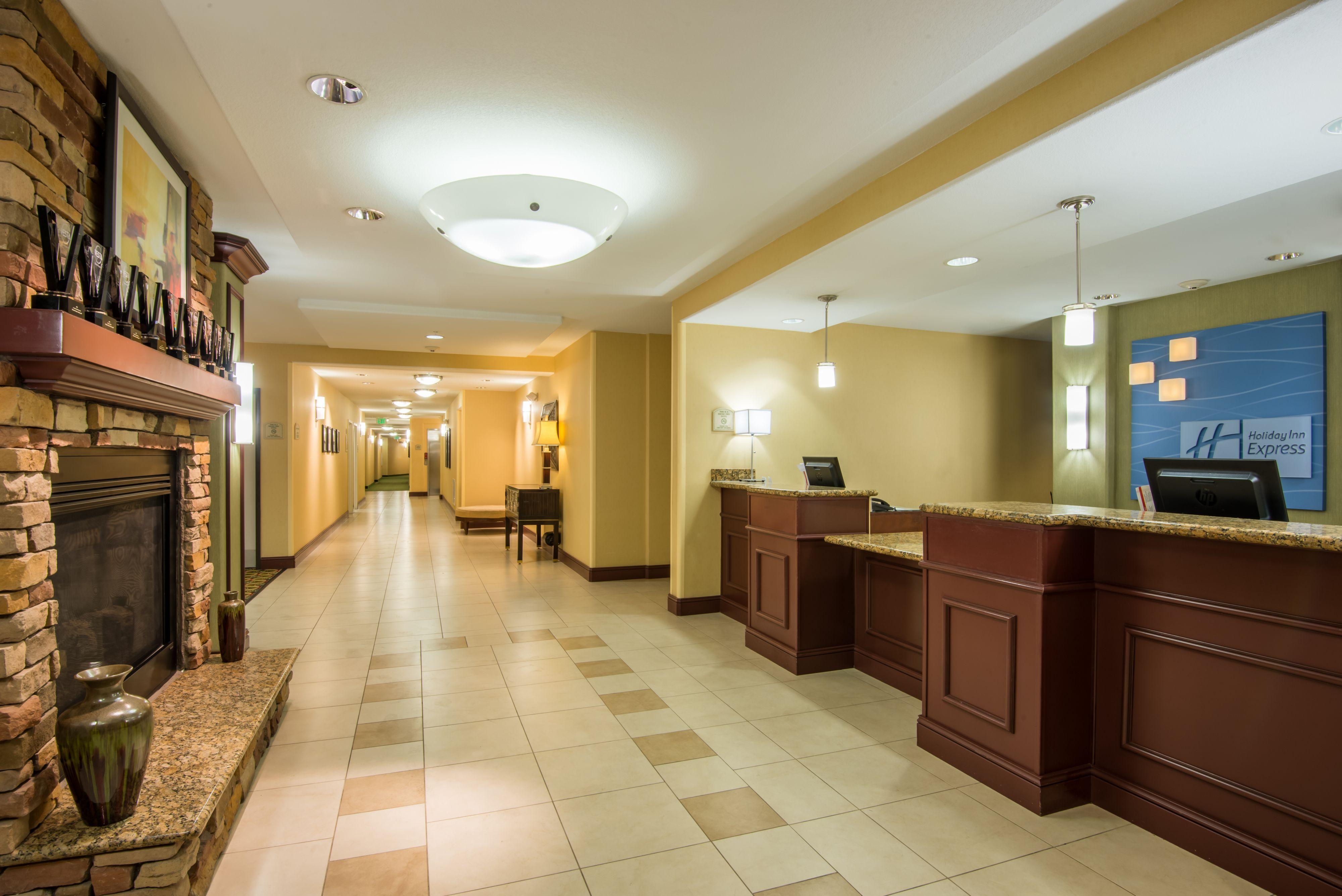 Holiday Inn Express & Suites Phoenix - Glendale Sports Dist image 4