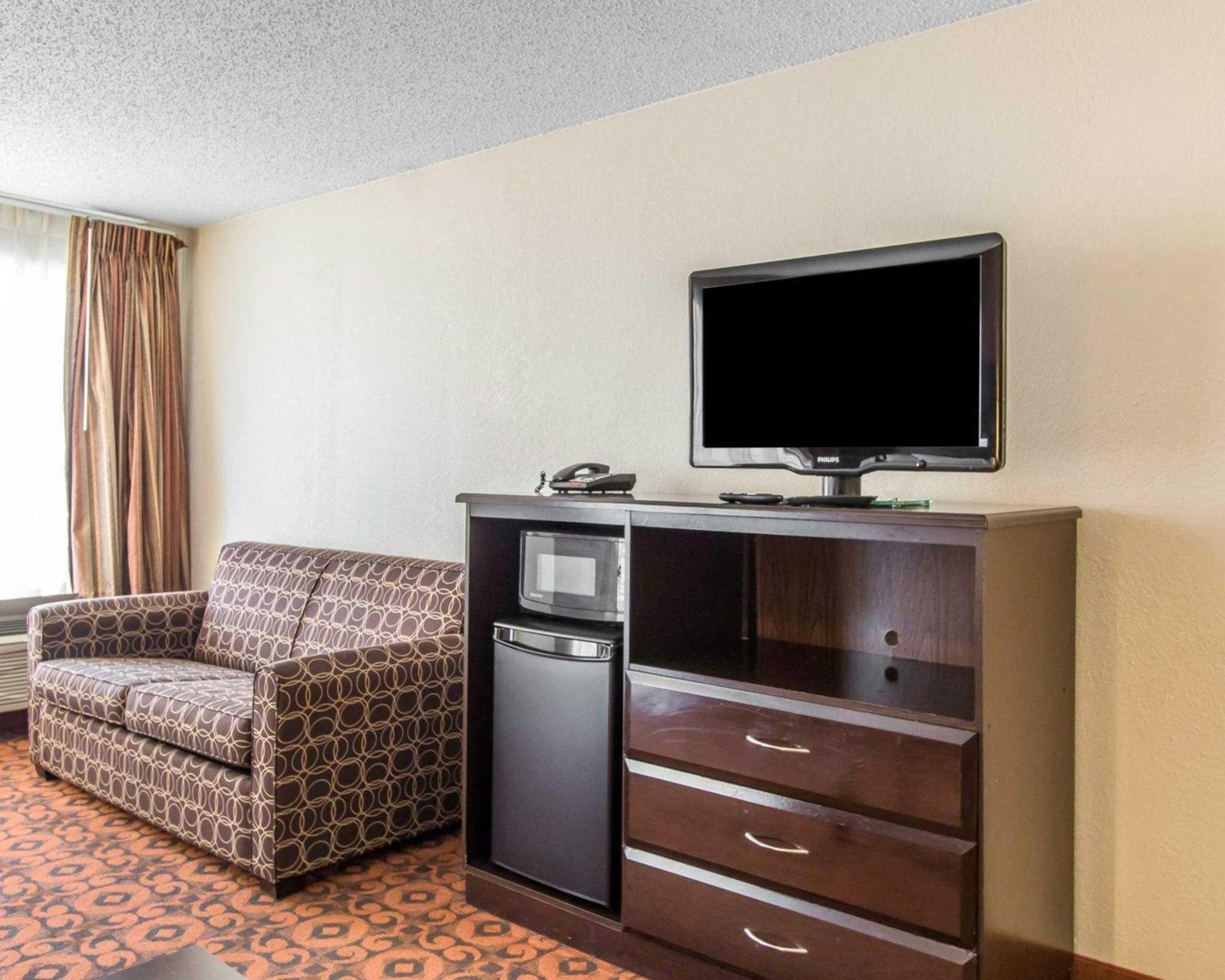 Quality Inn & Suites Fairgrounds West image 28