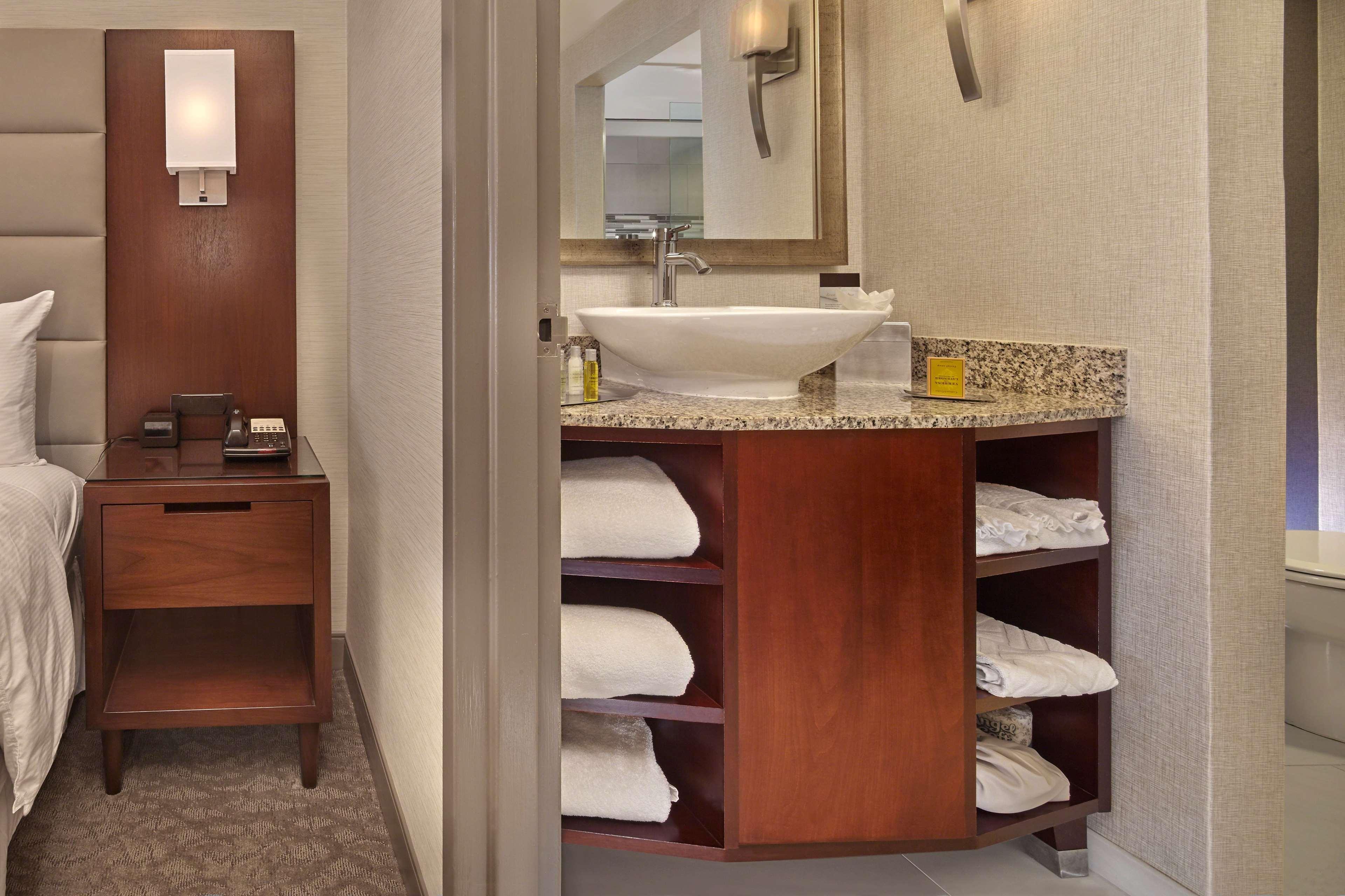 DoubleTree by Hilton Hotel Little Rock image 16