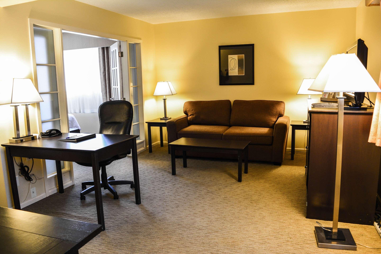 Best Western Cowichan Valley Inn in Duncan: Executive Queen Suite