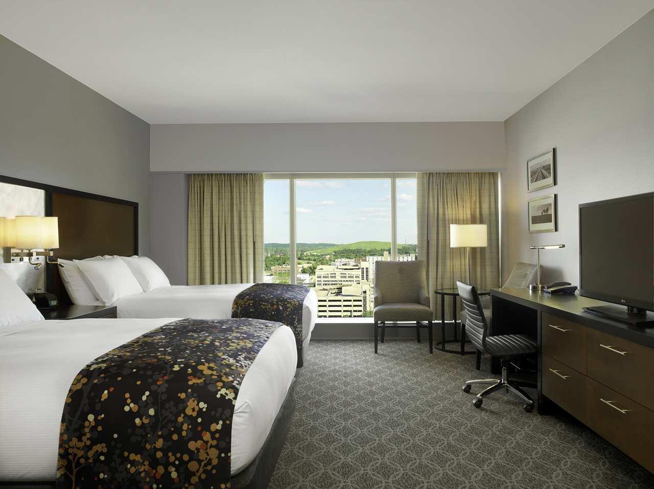DoubleTree by Hilton Hotel Cedar Rapids Convention Complex image 12