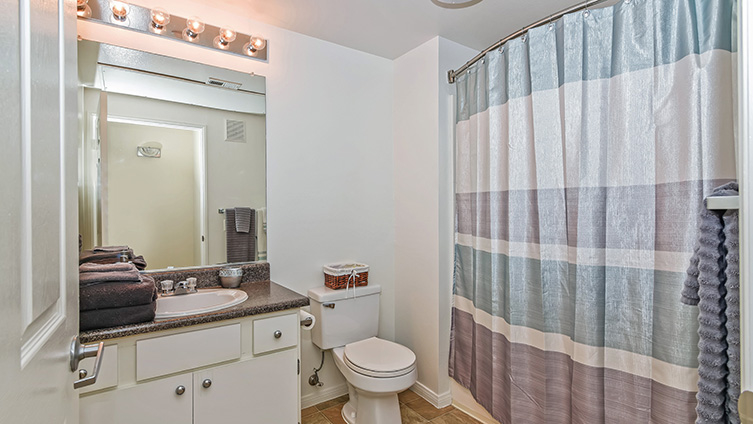 Capella at Rancho Del Oro Luxury Apartment Homes image 18